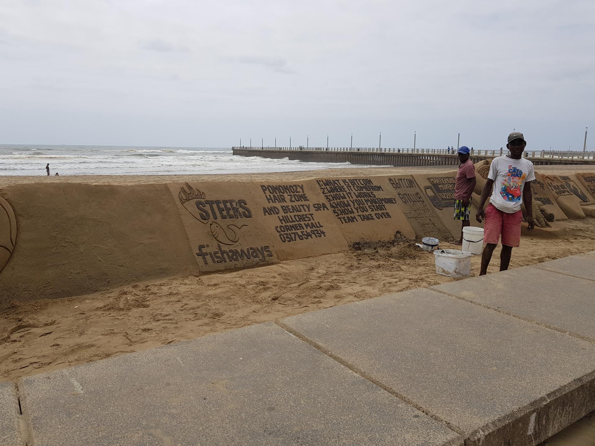 негры рисуют на песке