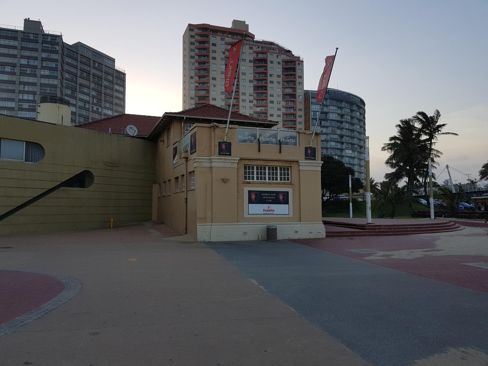здание спасателей на пляже Дурбана