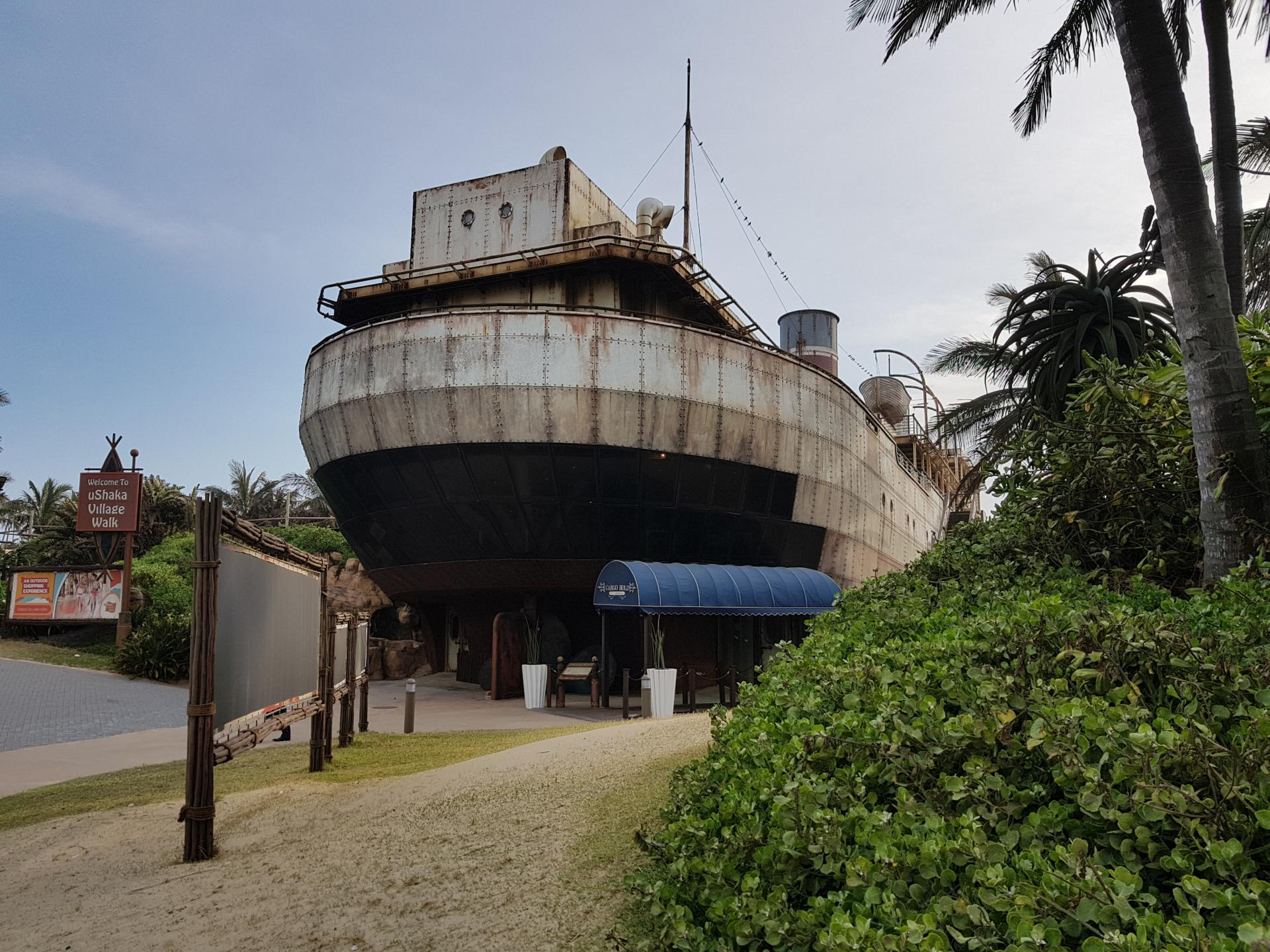 корабль на территории Ushaka Marine World