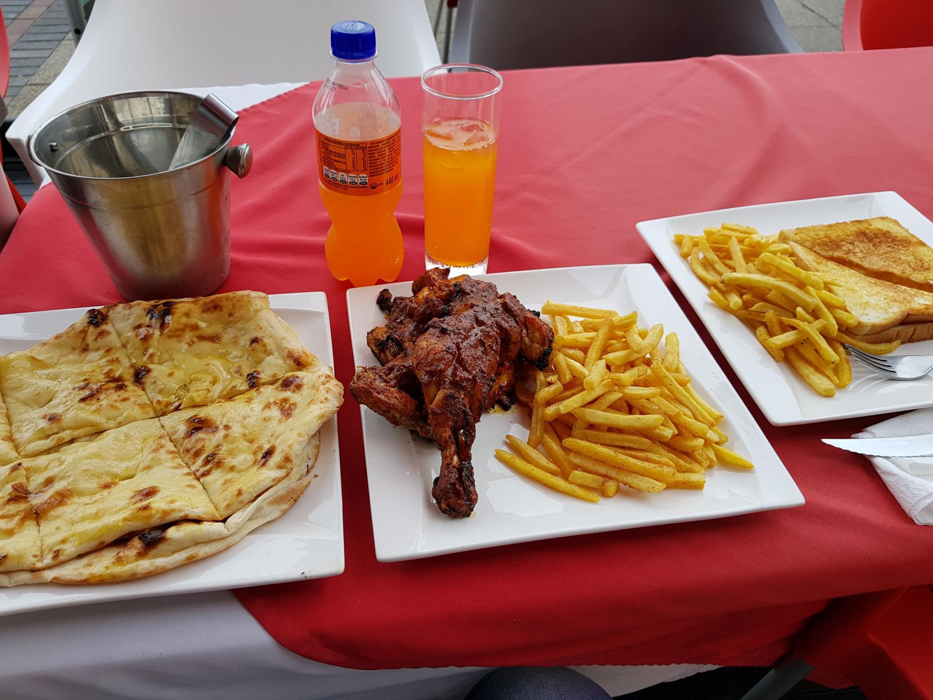 еда в африканском кафе