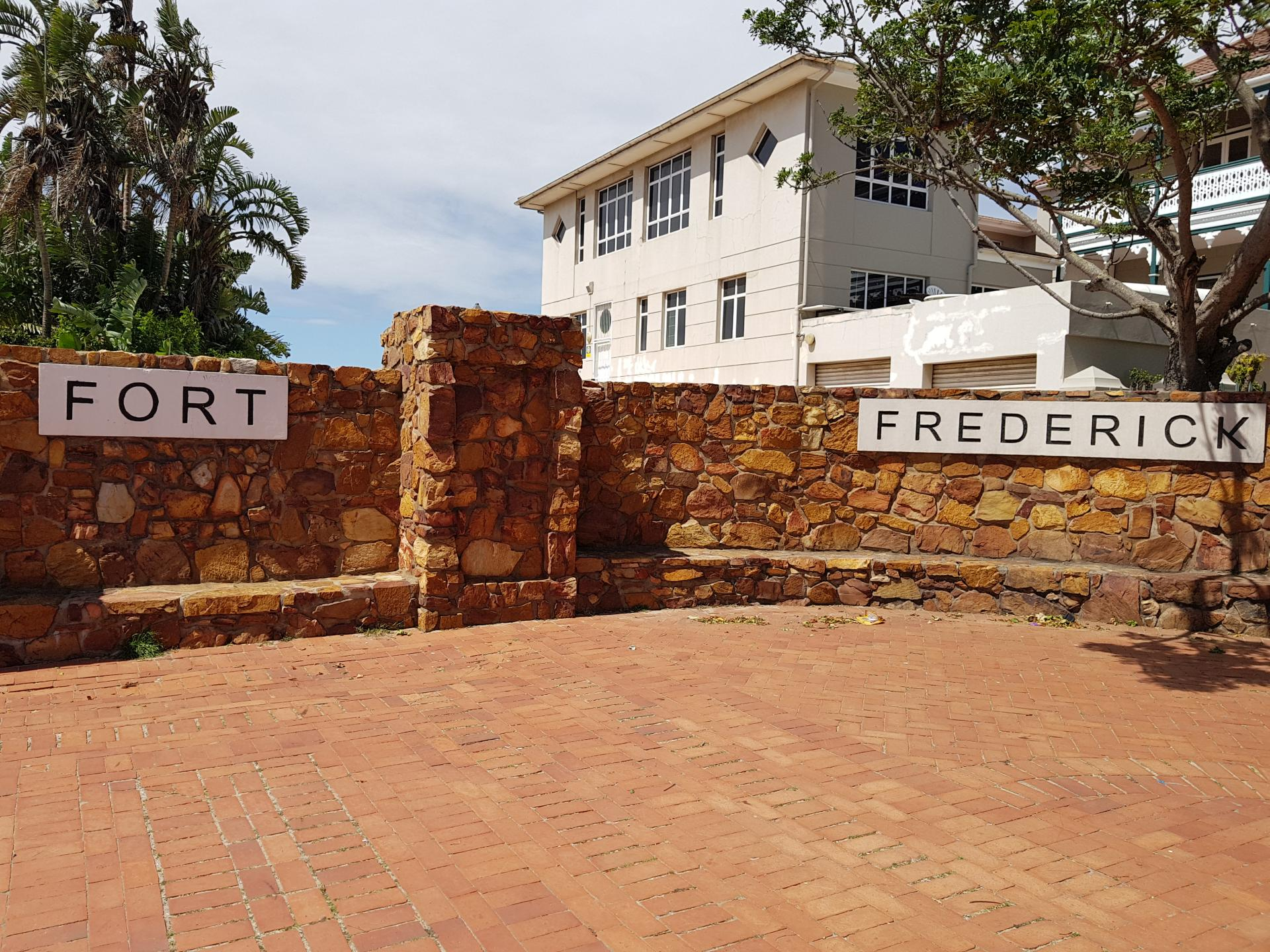 Надпись Форт Фредерик
