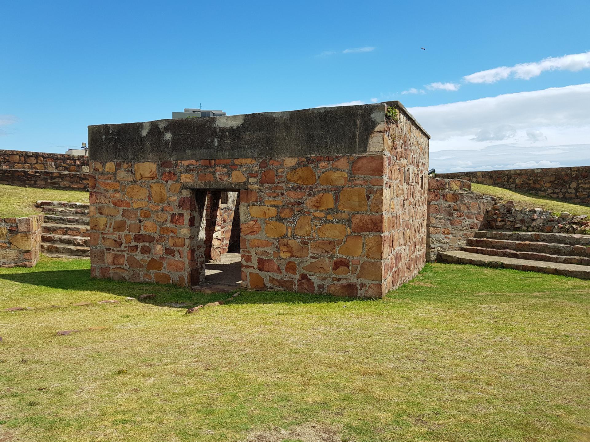 постройка внутри форта Фредерик, Порт-Элизабет