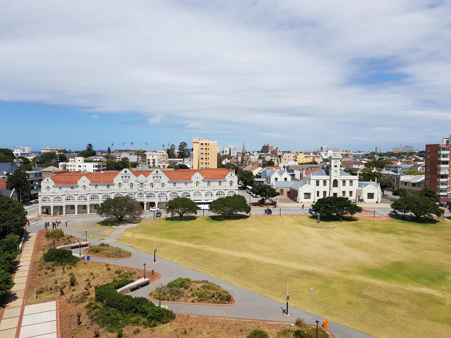 Вид на Порт-Элизабет с маяка Donkin Reserve