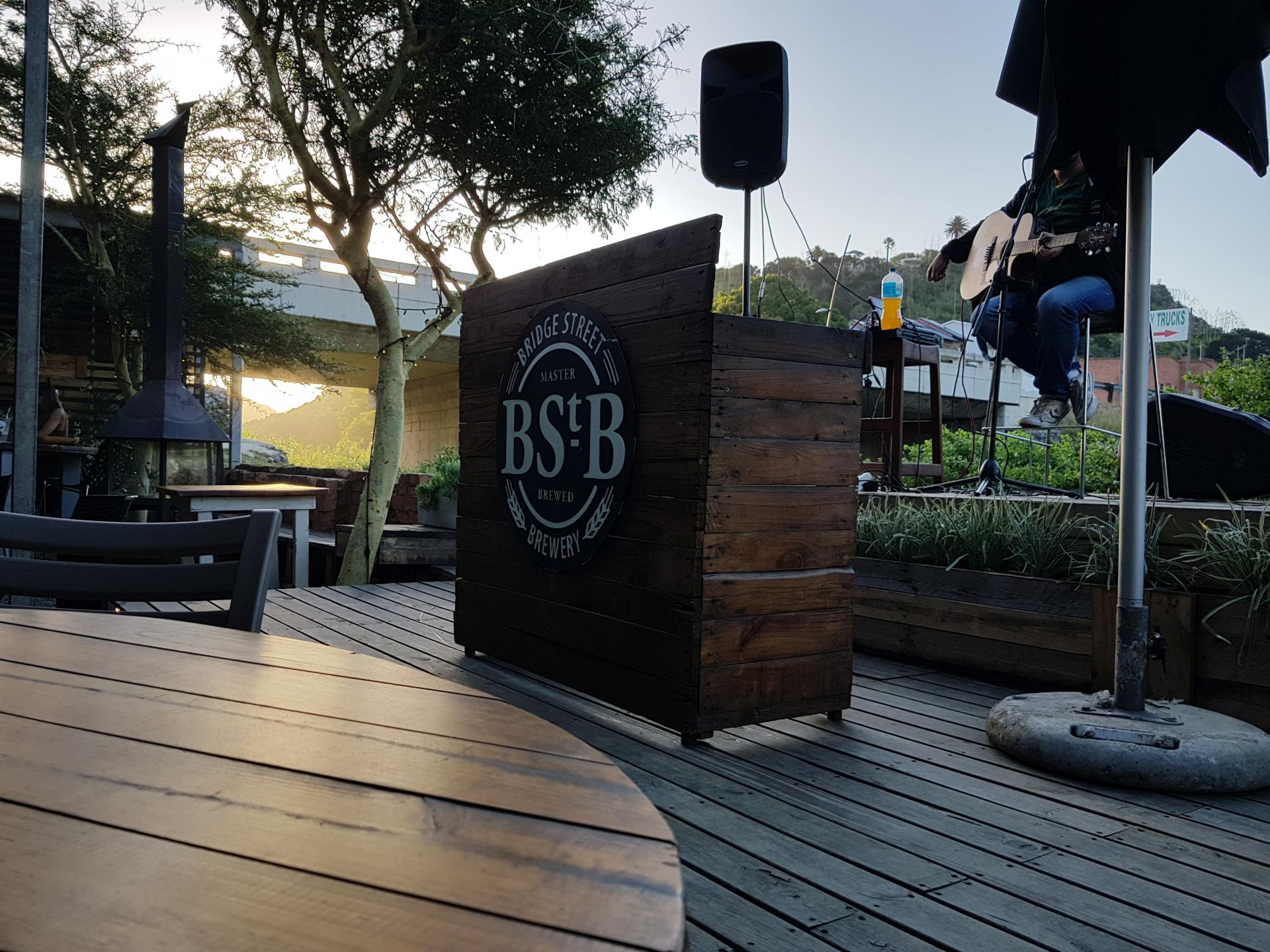 открытый бар в Порт-Элизабет