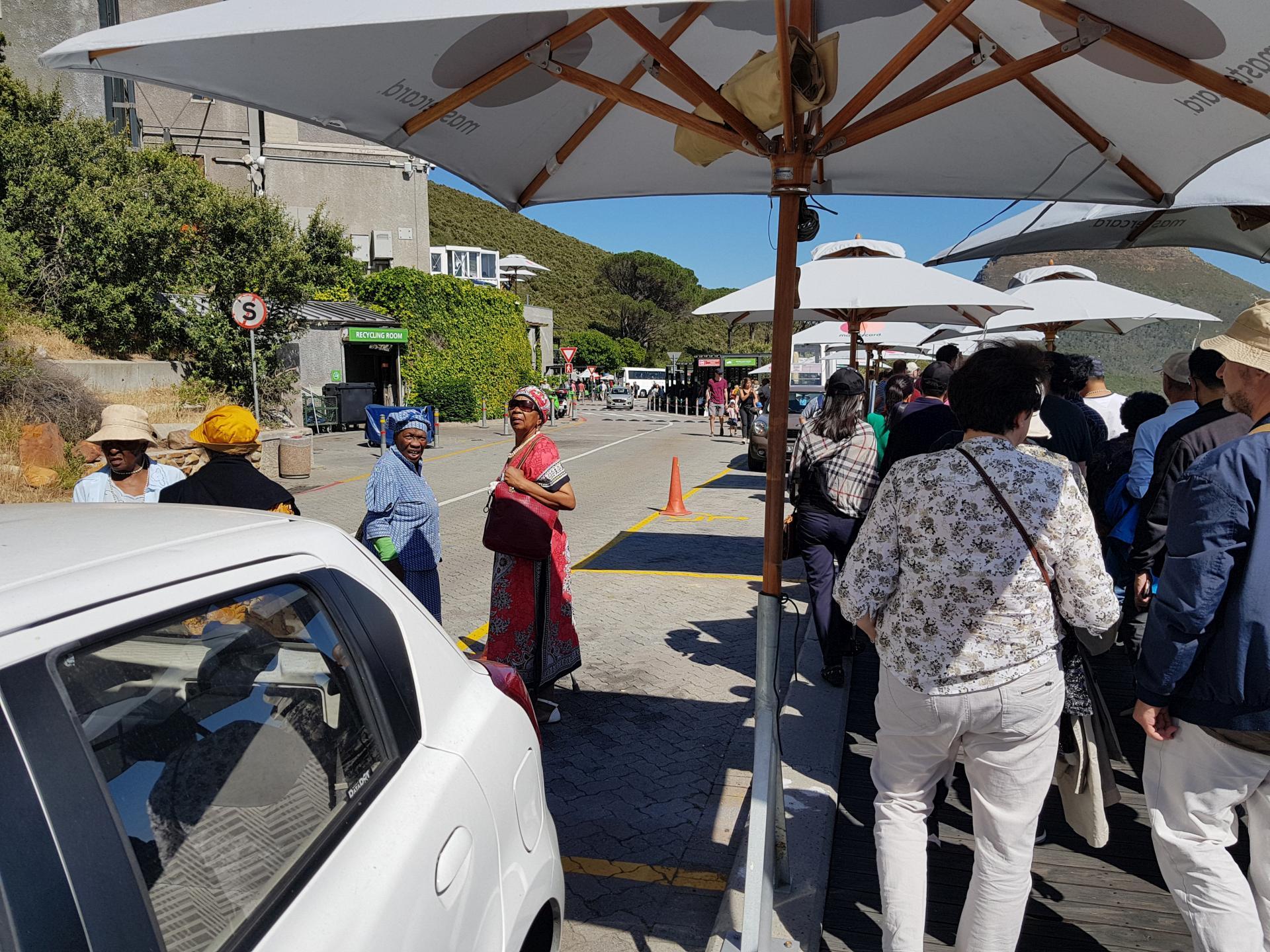 очередь к фуникулеру у Столовой горы в Кейптауне