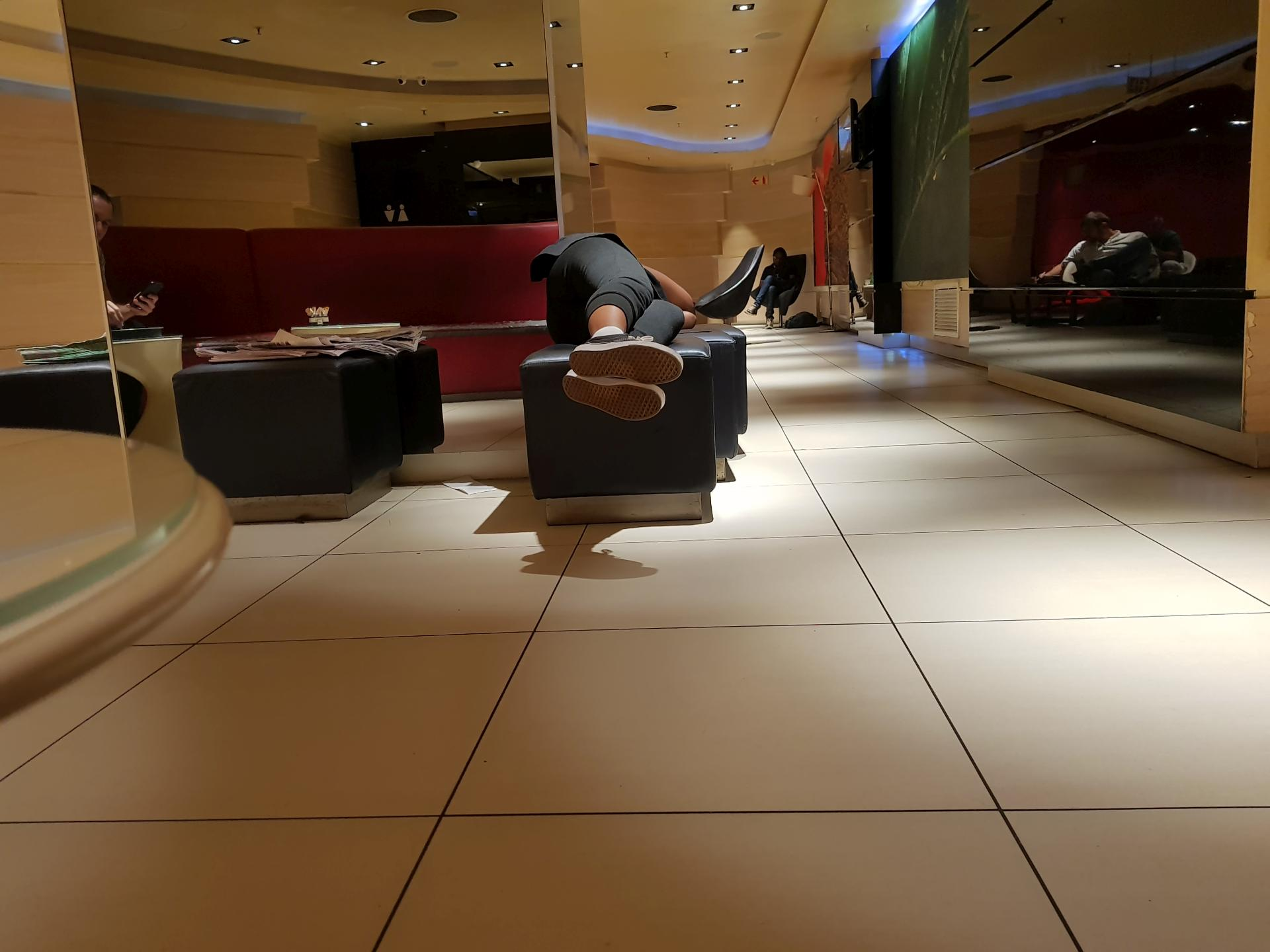 комната для курения в аэропорту Йоханнесбурга