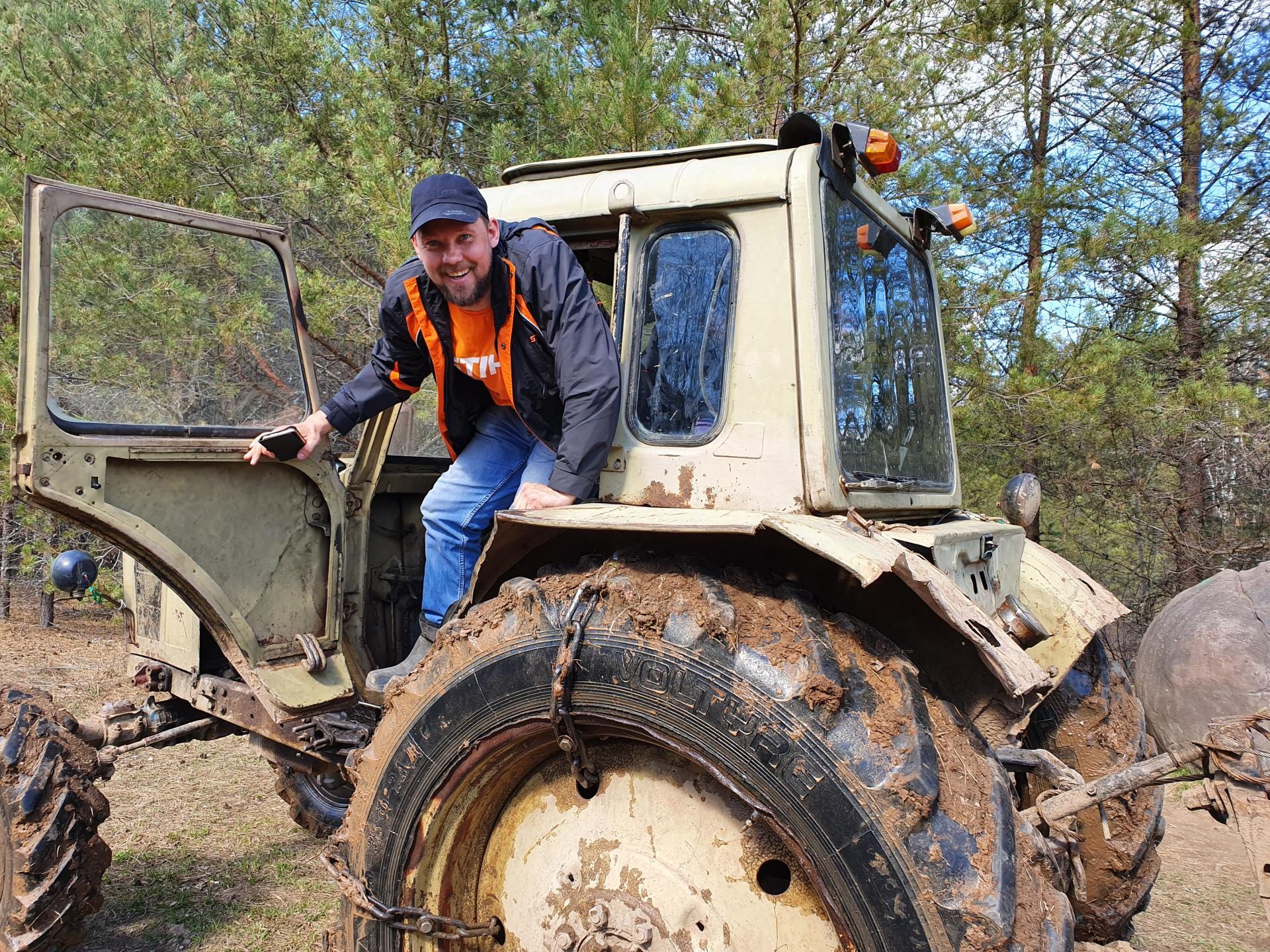 Андерталец в тракторе