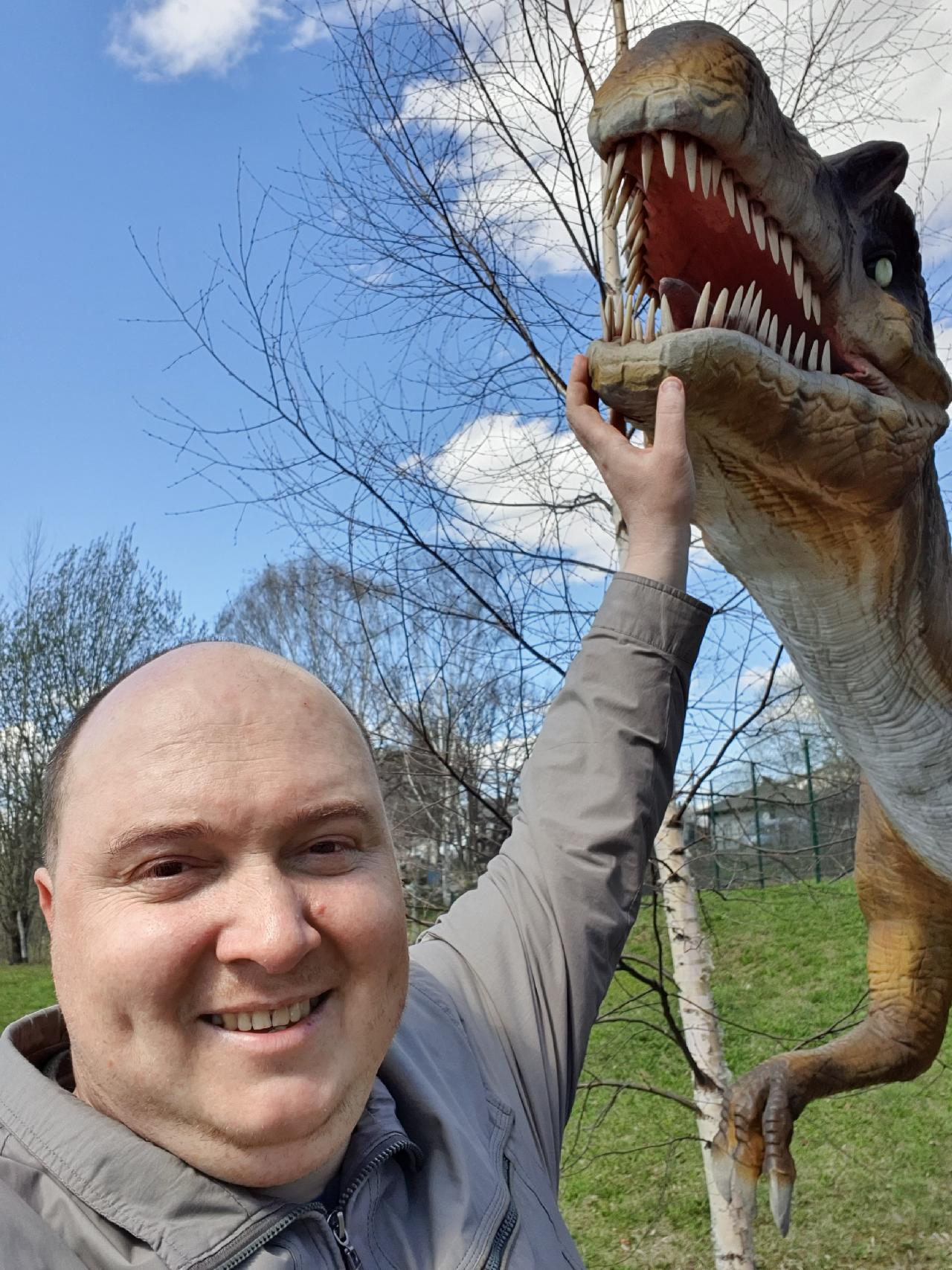 Вятский Лапоть с динозавром