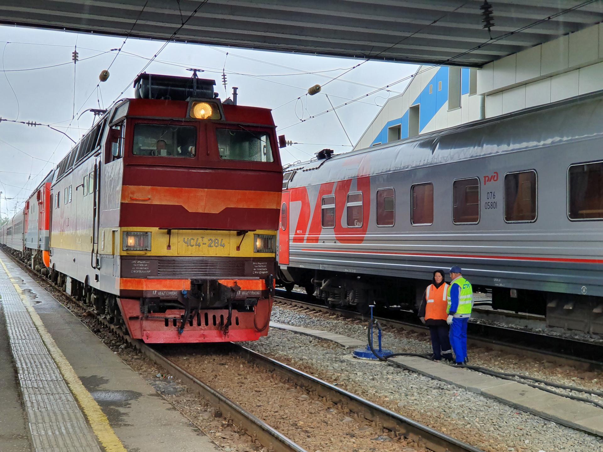 Поезд прибывает на вокзал