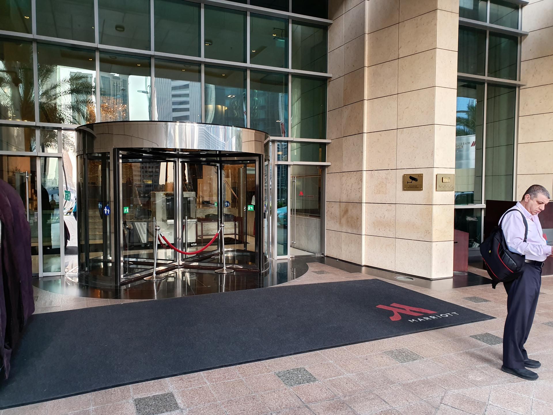 вход в отель Mariott Marquis, Доха, Катар