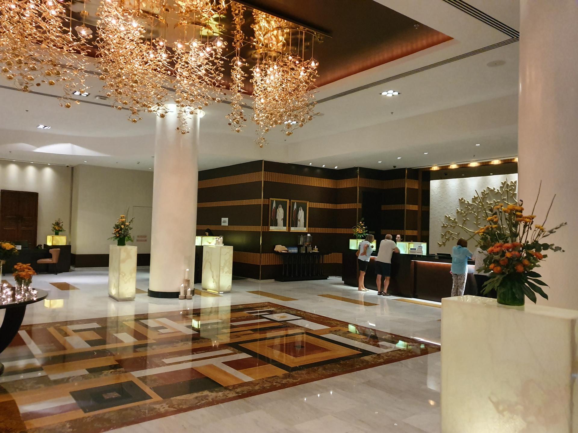 Холл отеля Mariott Marquis, Доха, Катар