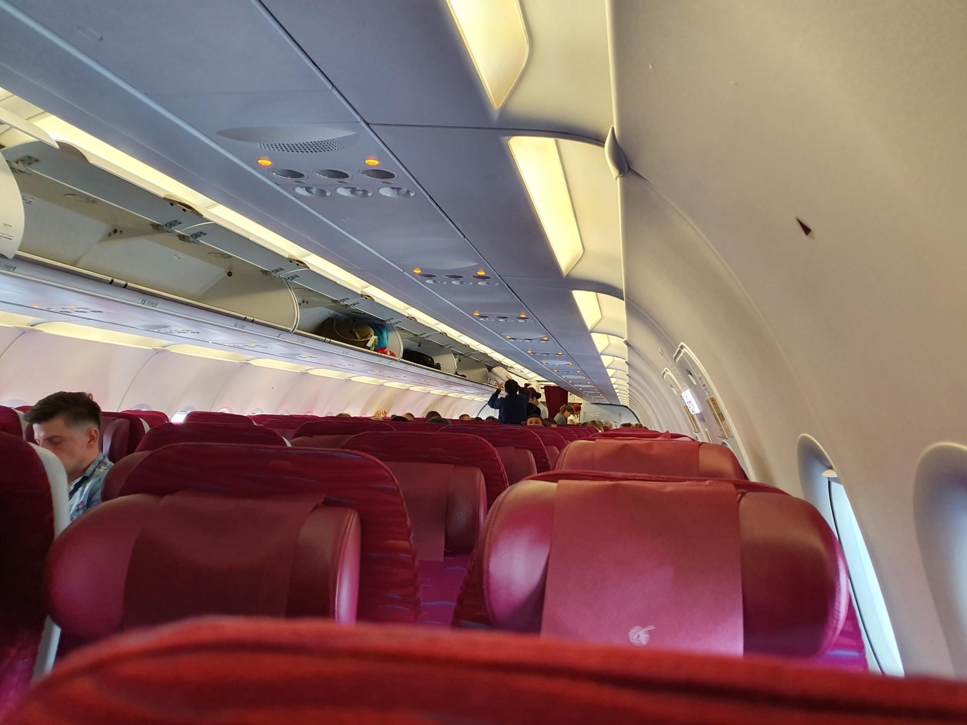 интерьер салона самолета у авиакомпании Qatar