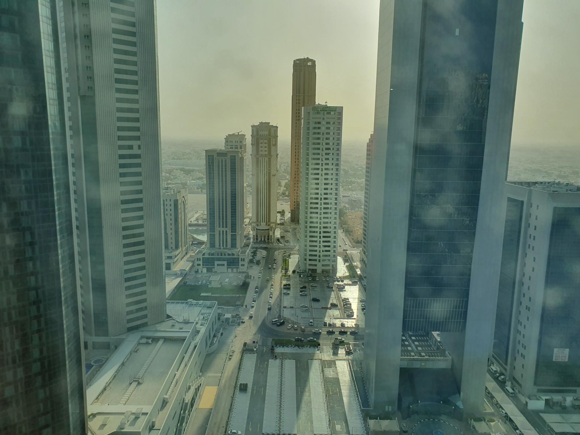 вид с высоты 27 этажа из номера отеля Мариотт в Дохе, Катар
