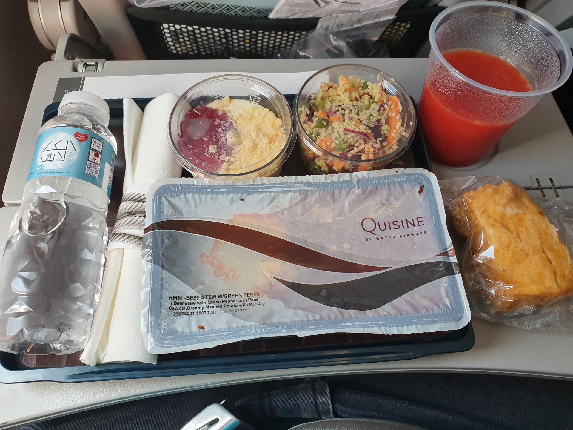 еда в самолете авиакомпании Qatar