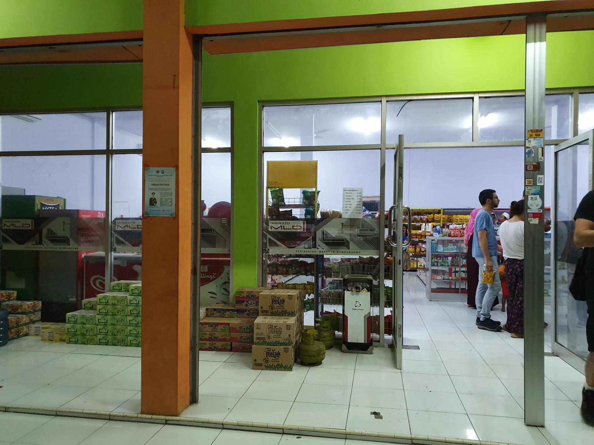 продуктовый магазин в Индонезии