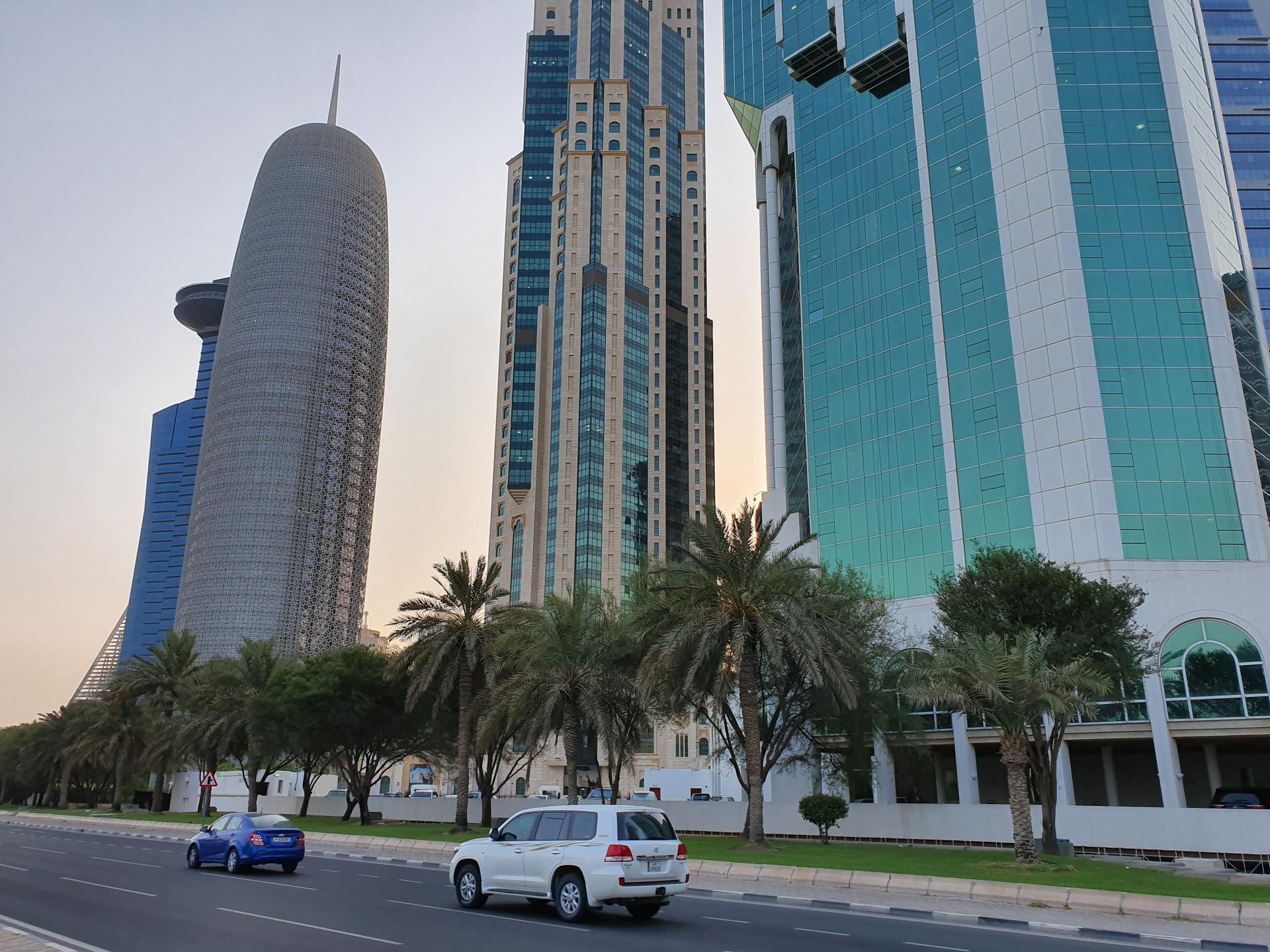 небоскребы на улицах Дохи в Катаре