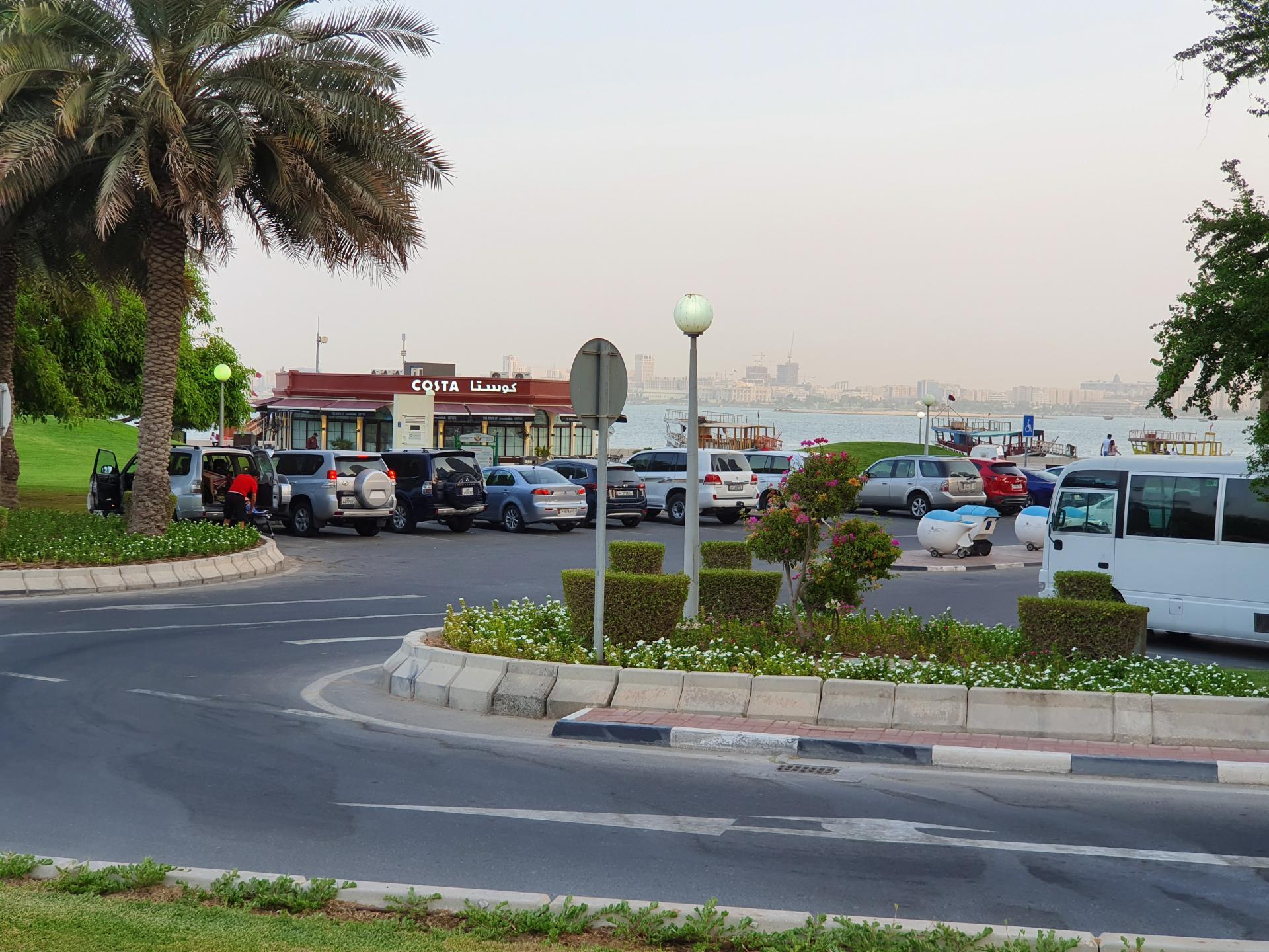 кафе в Дохе на берегу Персидского залива
