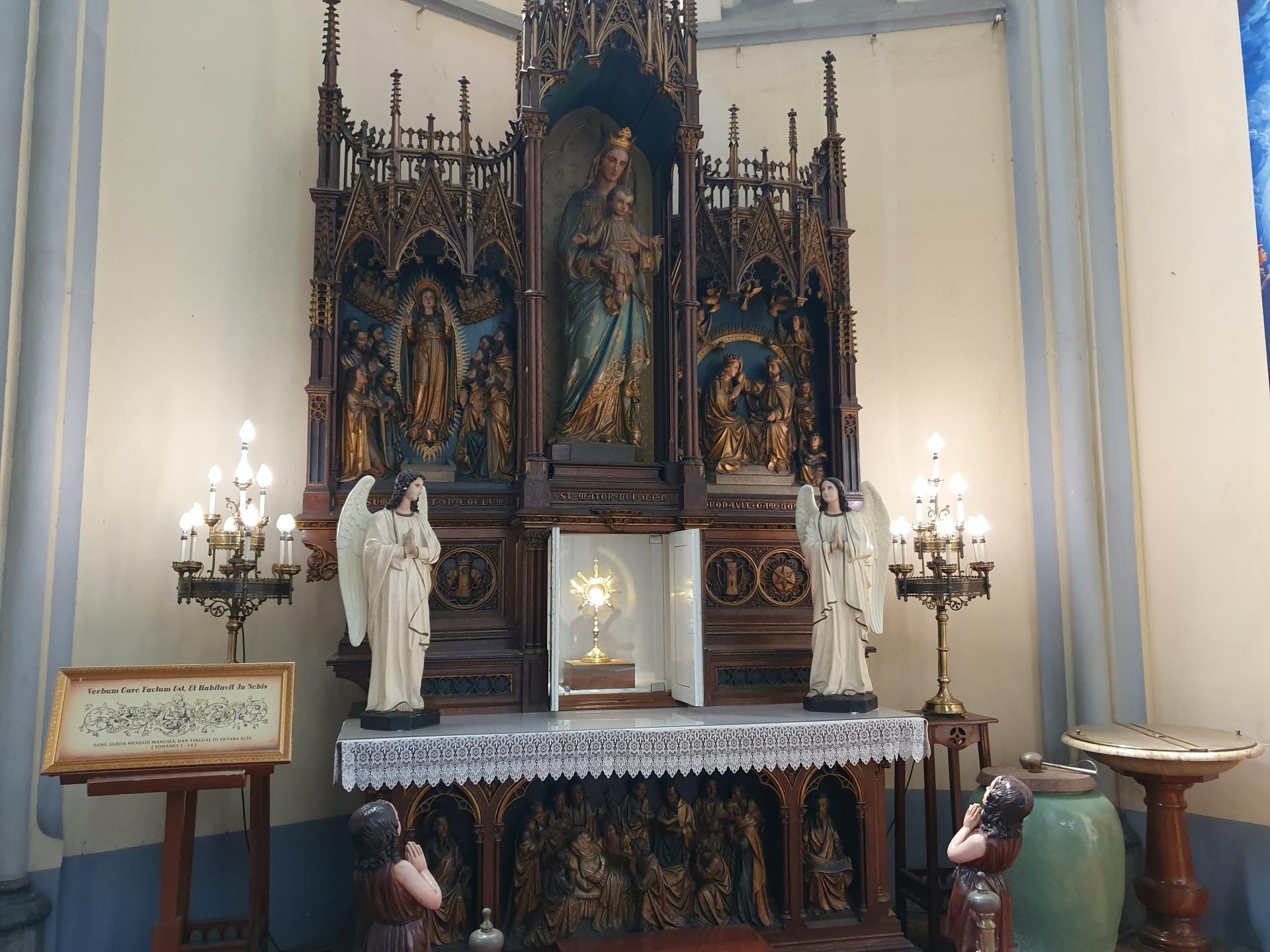 Интерьер собора Пресвятой девы Марии