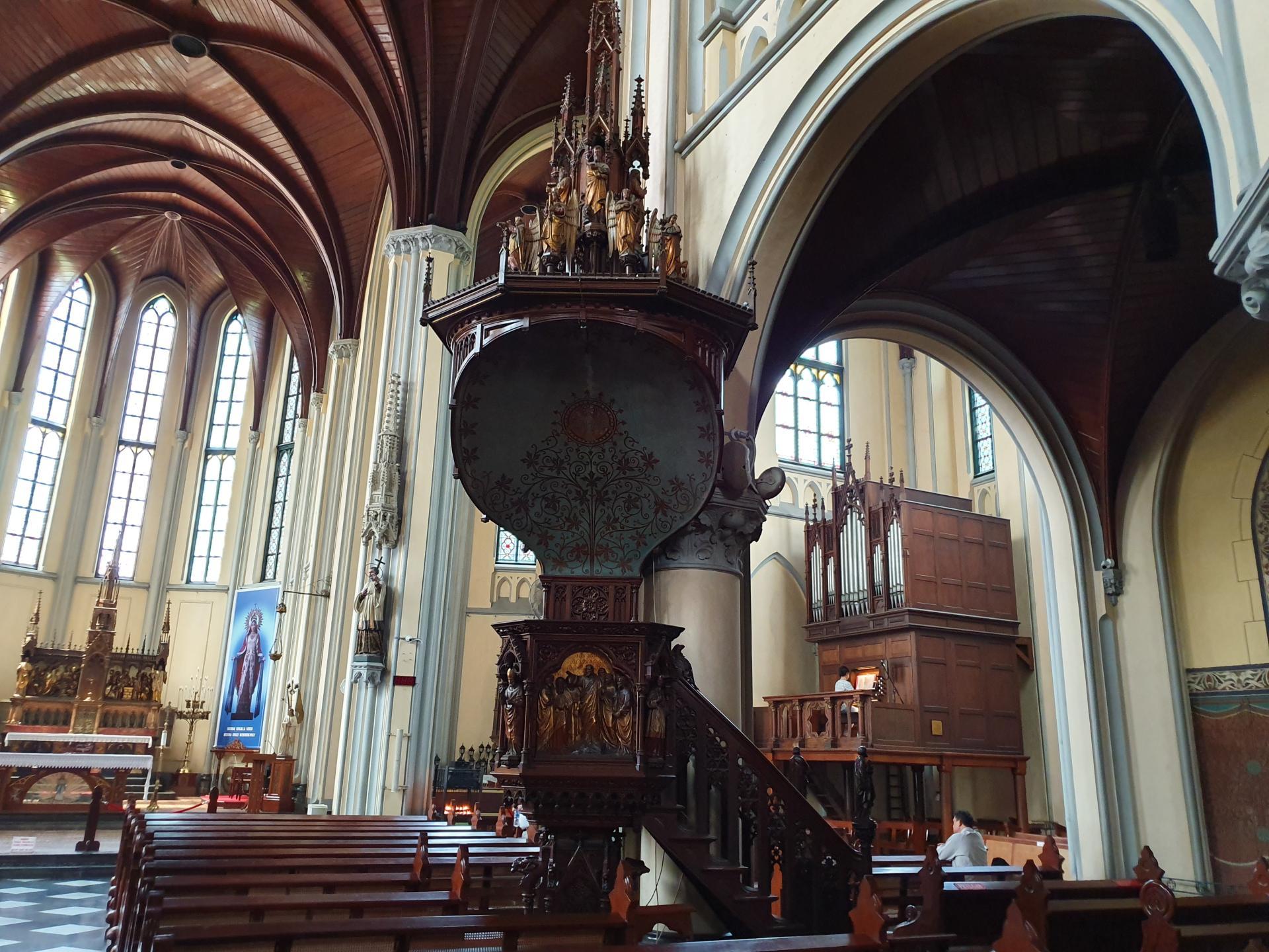 Орган в кафедральном соборе Джакарты