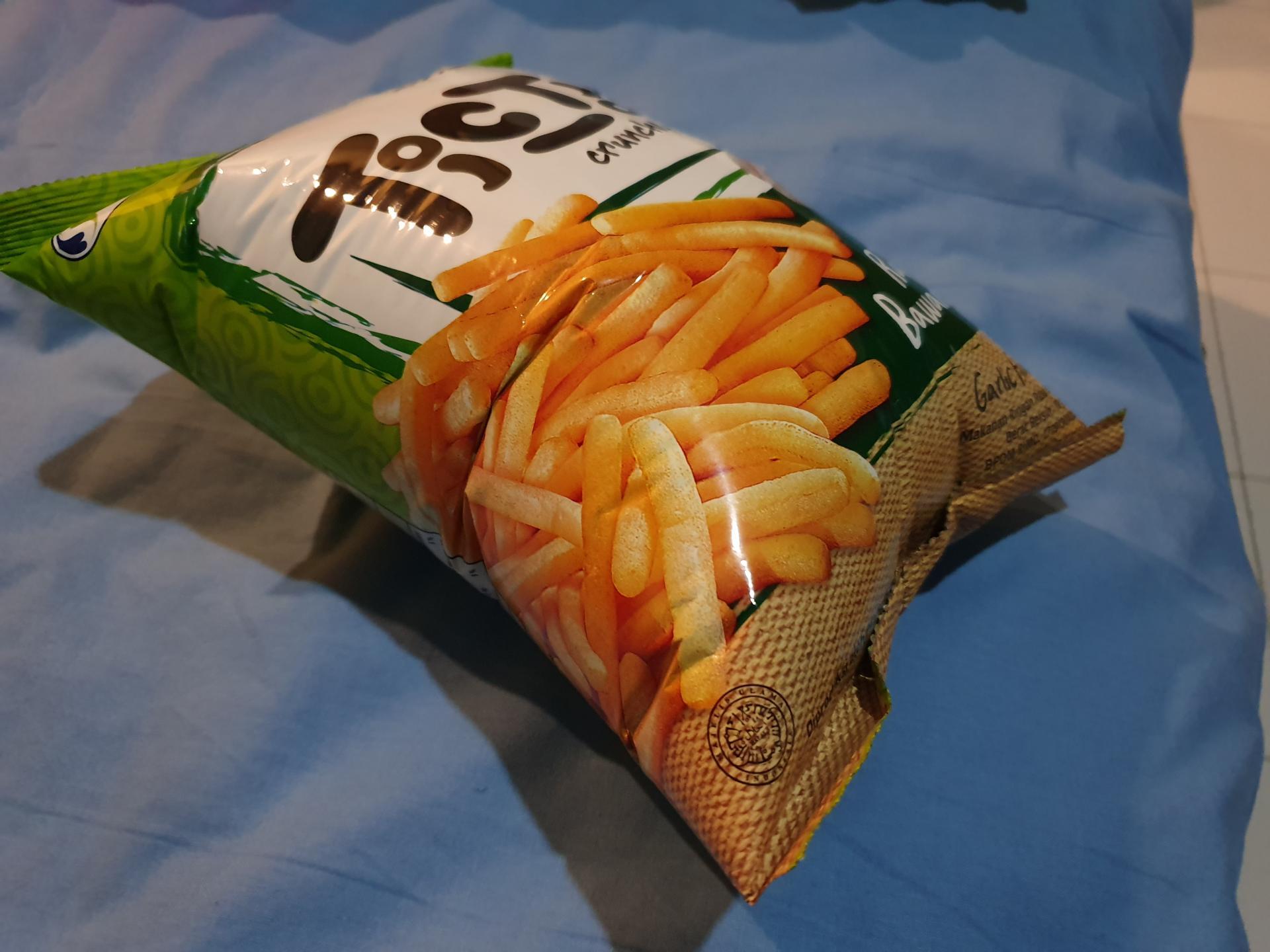 пакет с чипсами раздулся в горах