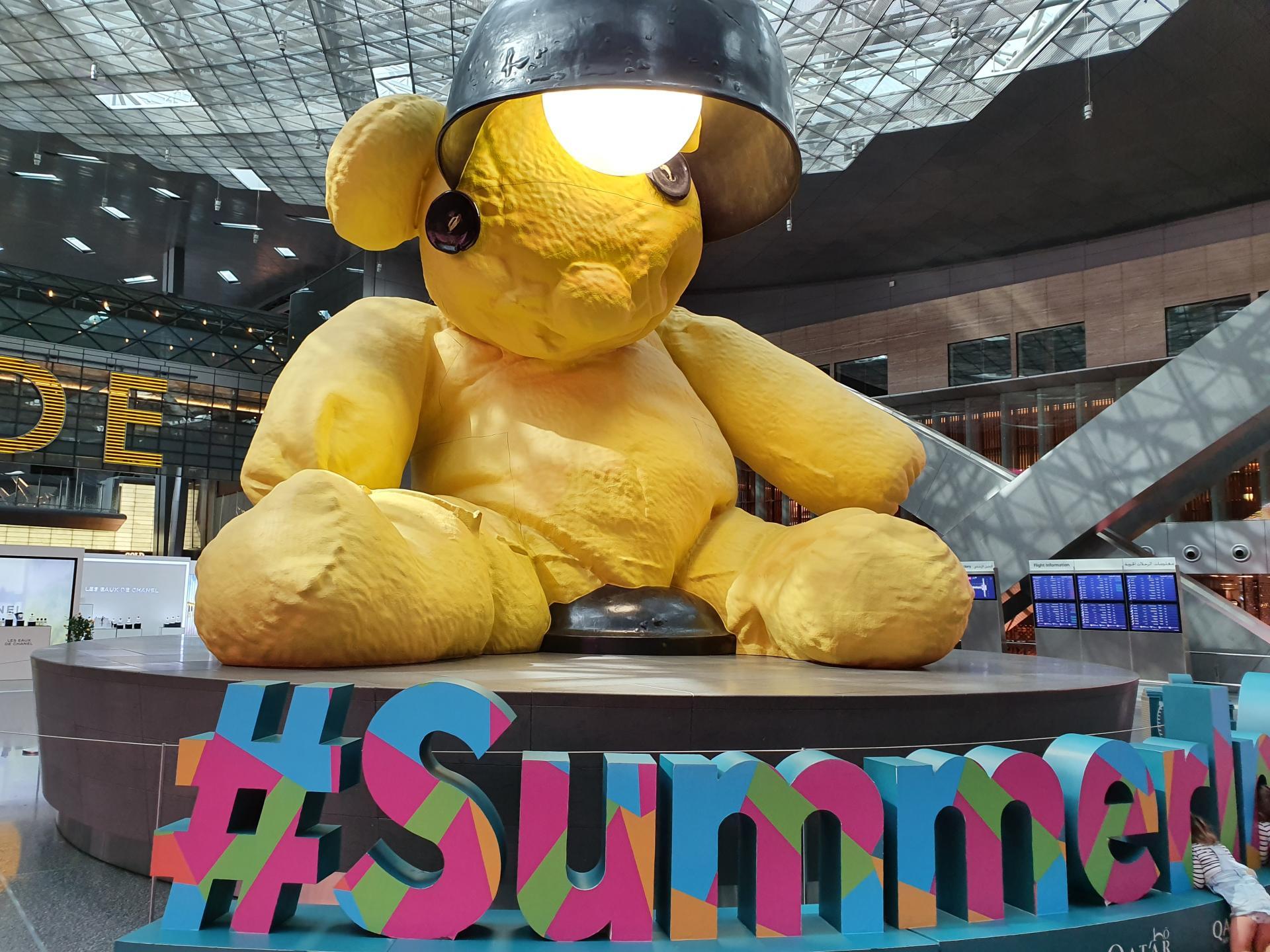 Лампа-медведь в Дохе