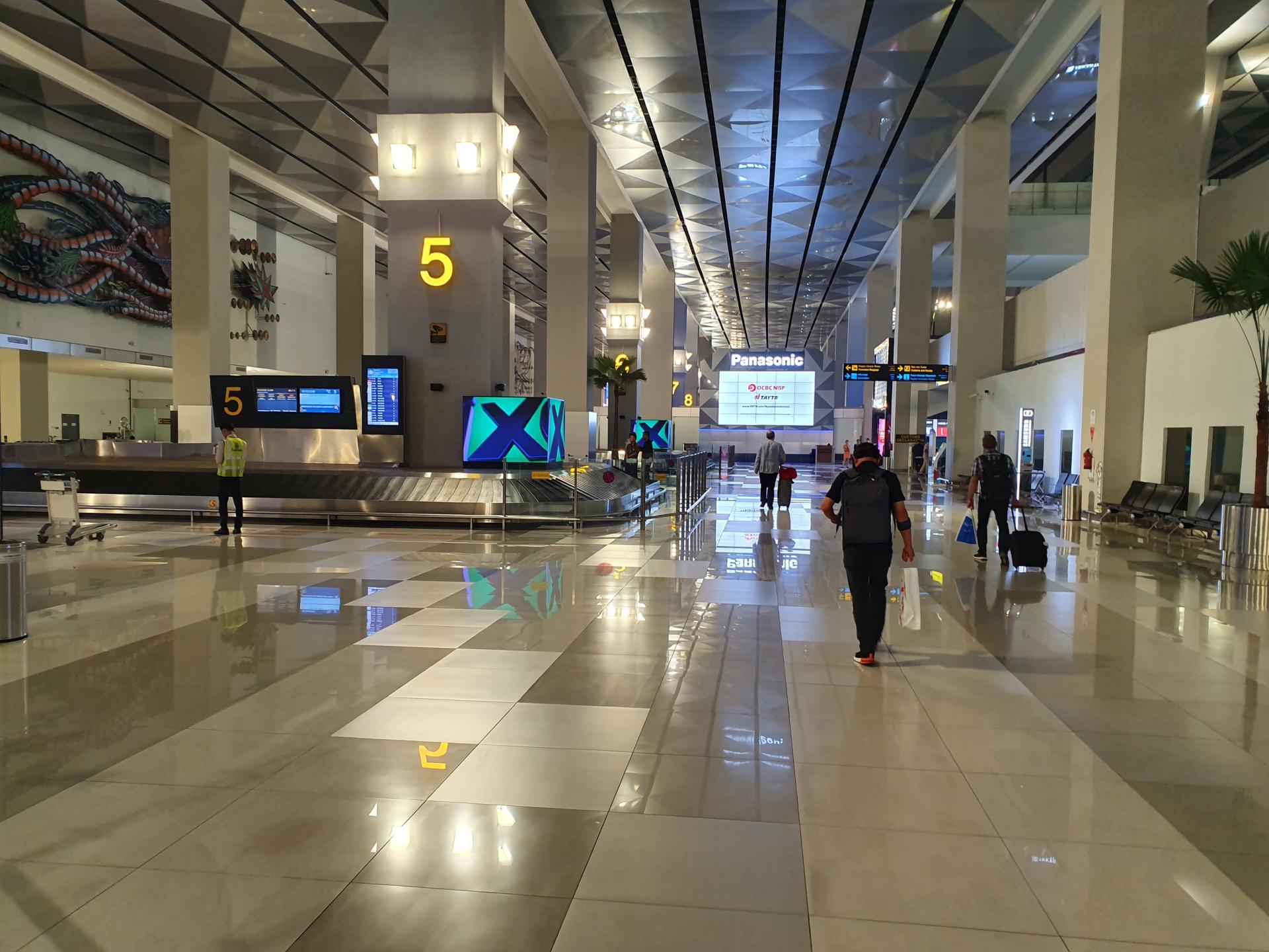 Зал выдачи багажа аэропорта Джакарты