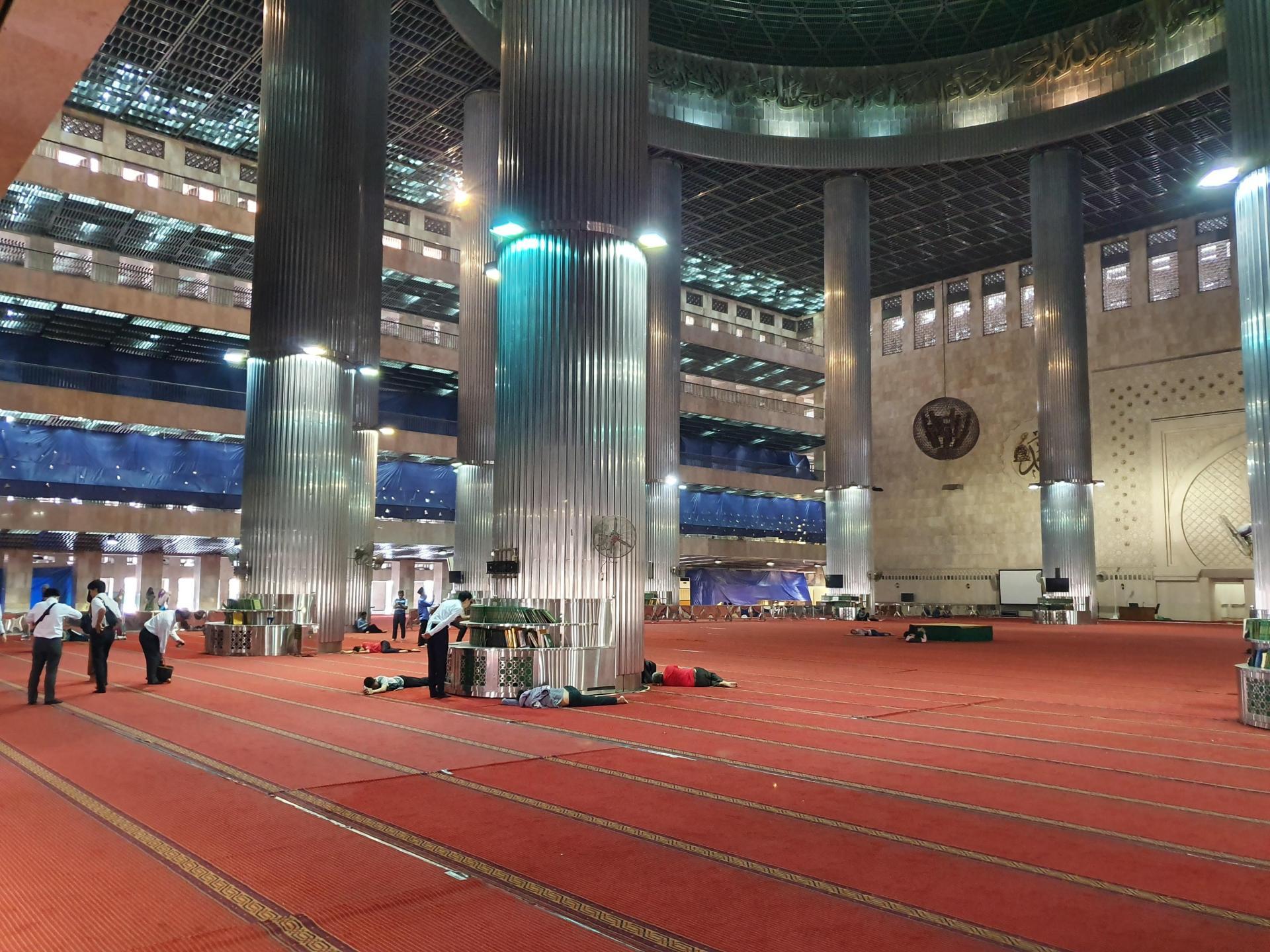 молельный зал мечети Истикляль, Джакарта