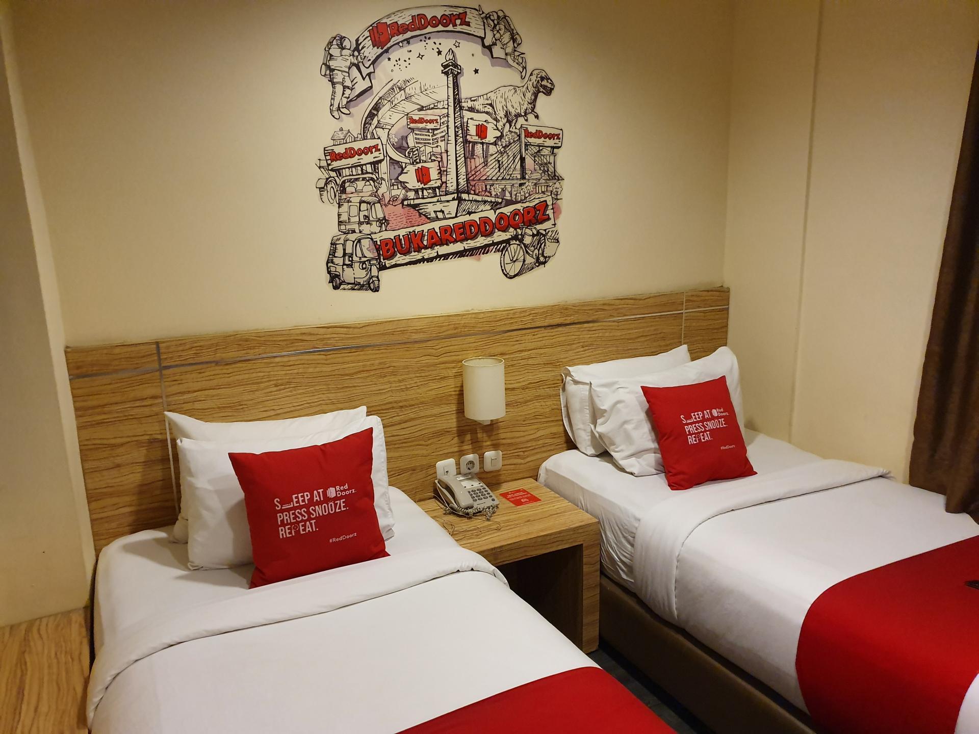 номер отеля RedDoorz Plus Thamrin в Джакарте