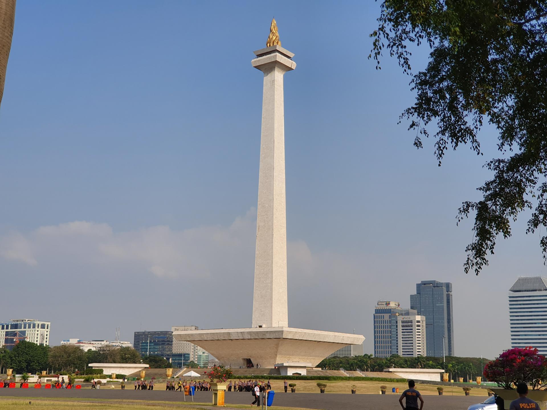 Монумент Независимости на площади Свободы в Джакарте