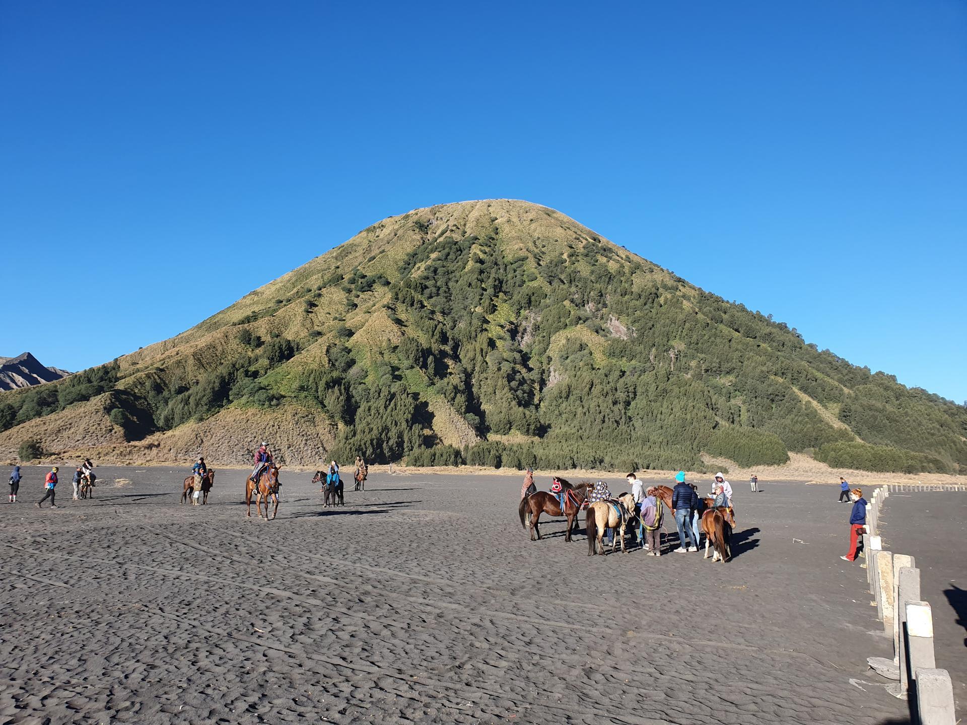 гора Баток, остров Ява, Индонезия