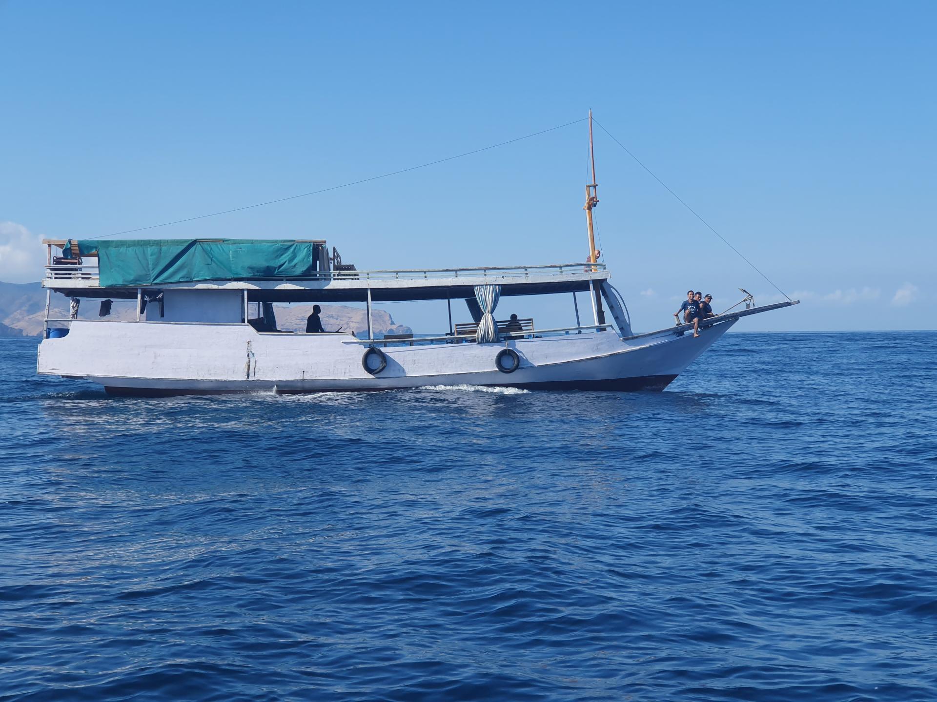 лодка с индонезийцами