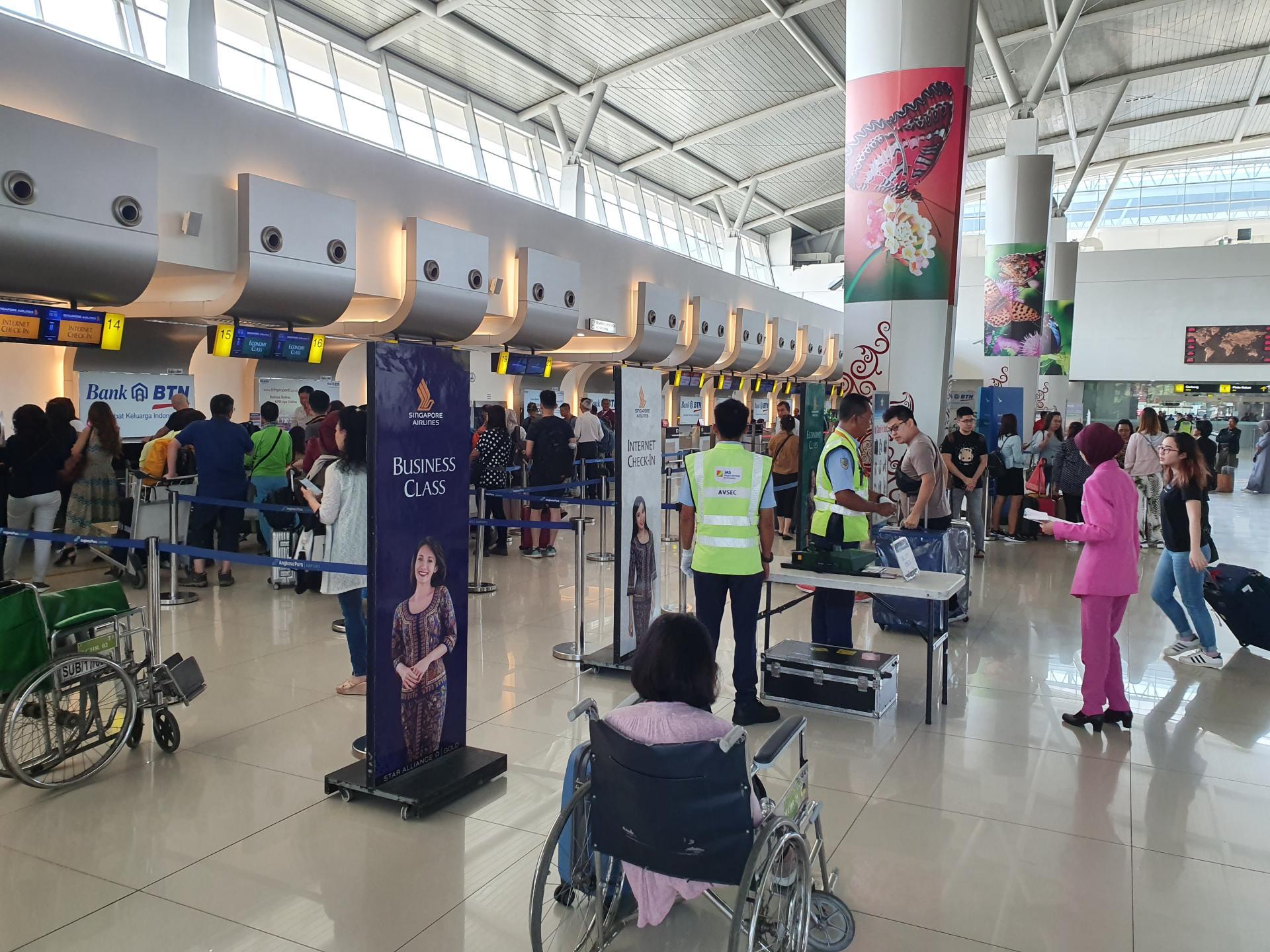 стойки регистрации в аэропорту города Сурабайя