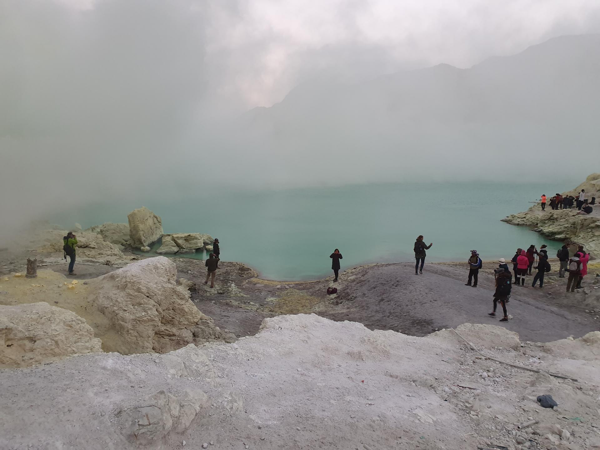 Кислотное озеро Кавах, вулкан Иджен