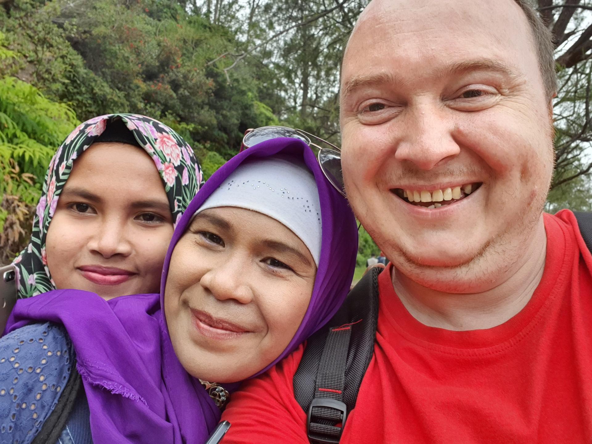 Вятский Лапоть с индонезийками