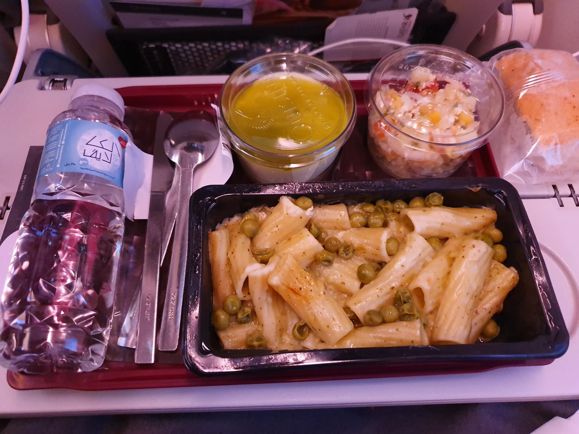 самолетная еда Qatar Airways
