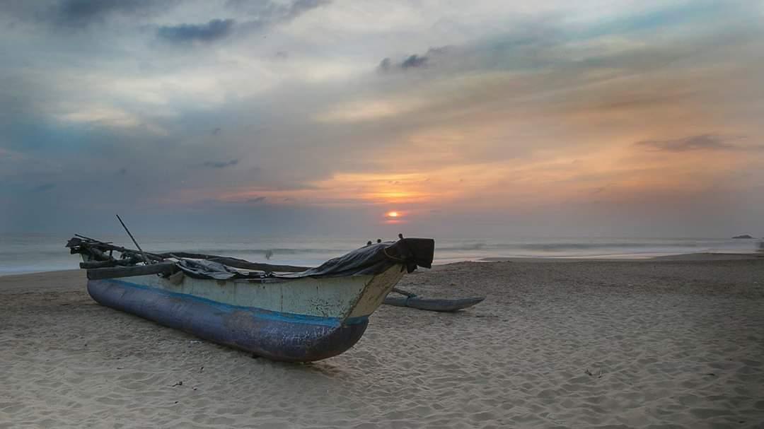 закат на пляже Шри-Ланки
