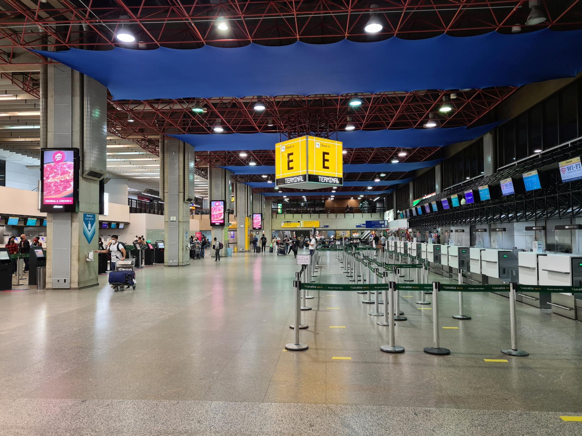 зал аэропорта Сан-Паулу