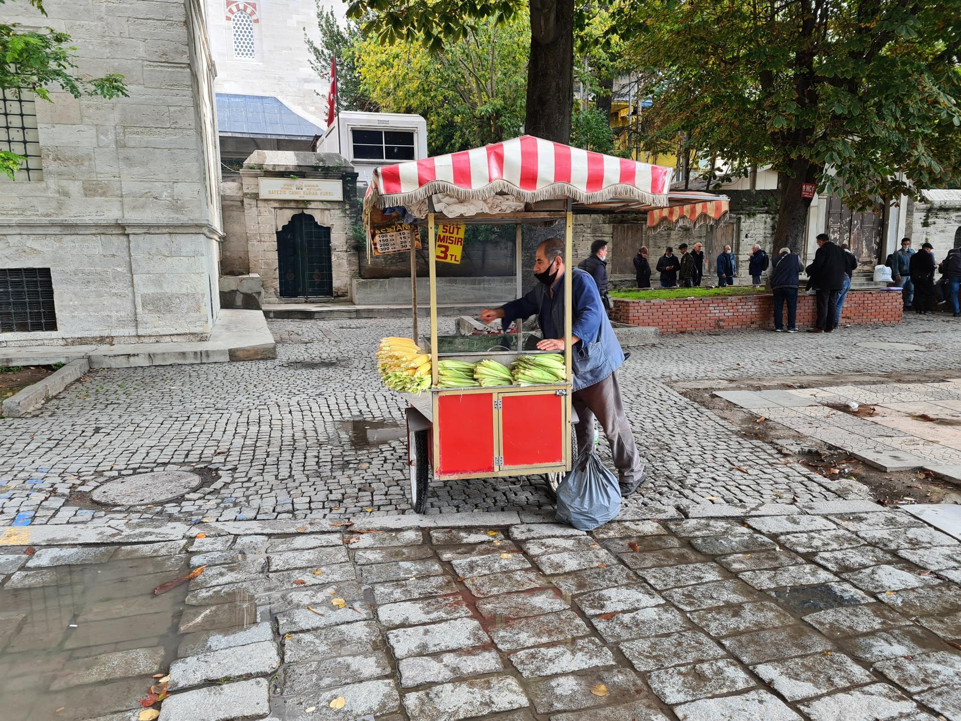 торговец кукурузой в Стамбуле