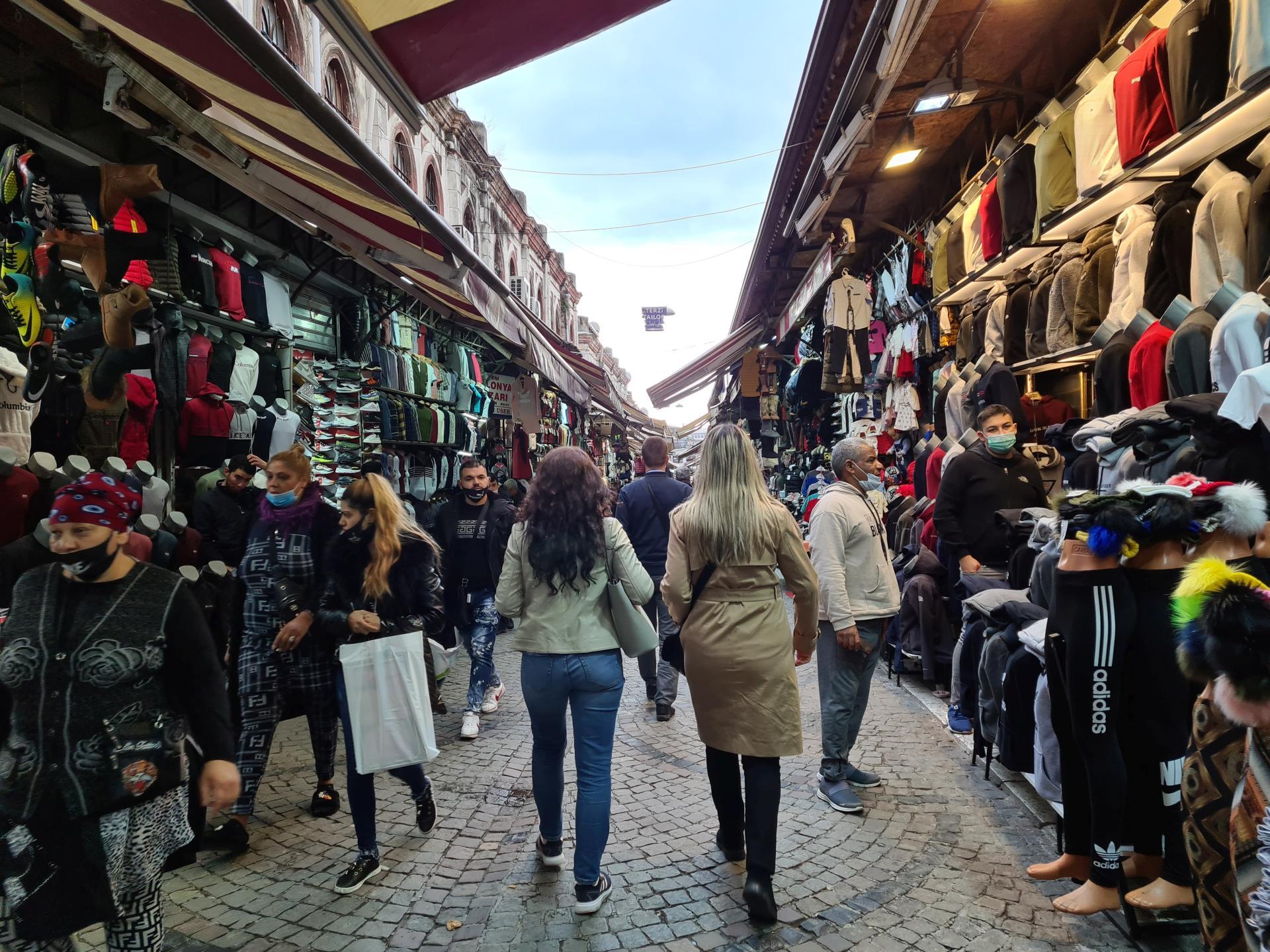 торговля на улице в Стамбуле