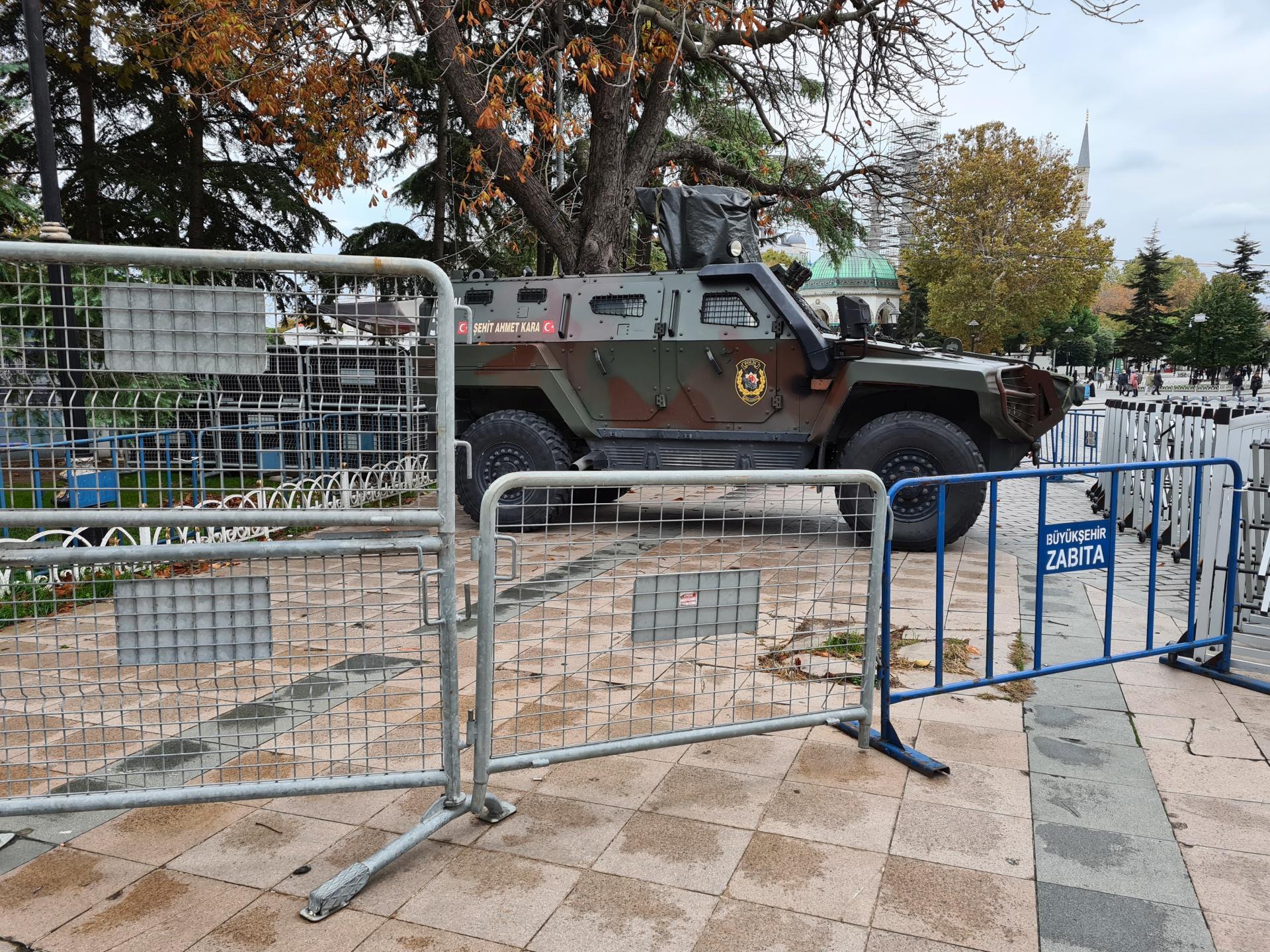 бронетехника на площади Султанахмет