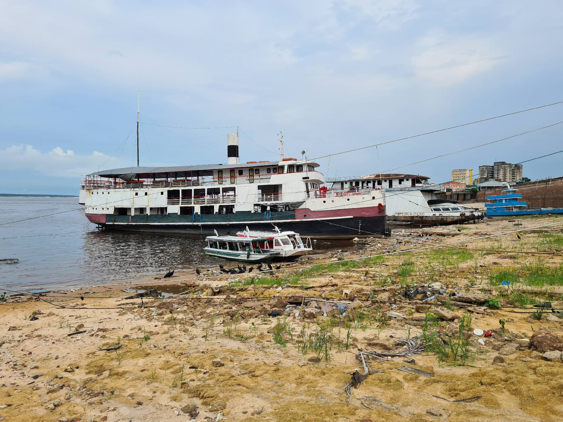 корабли в порту Манауса