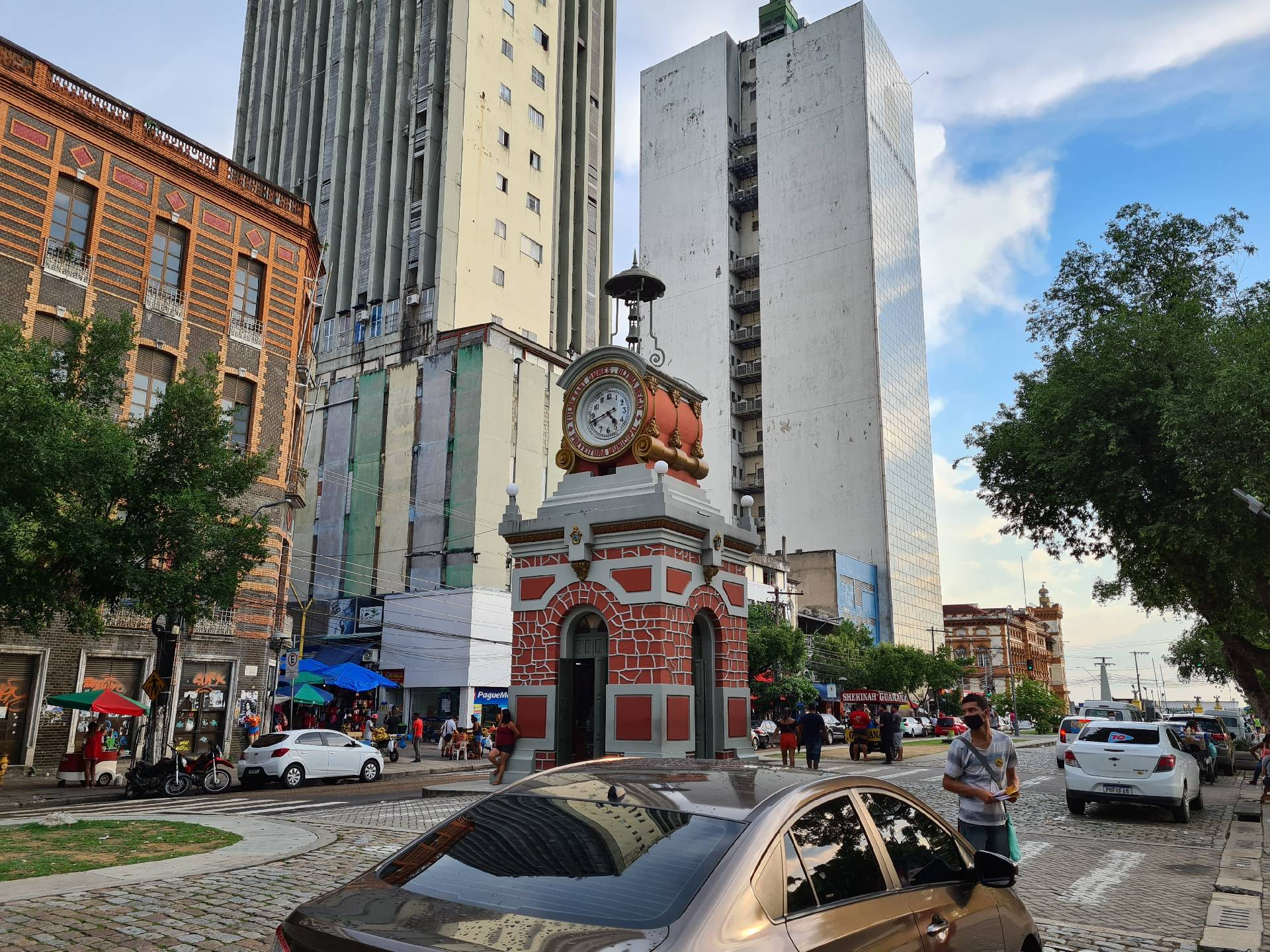 монумент в виде часов, Манаус