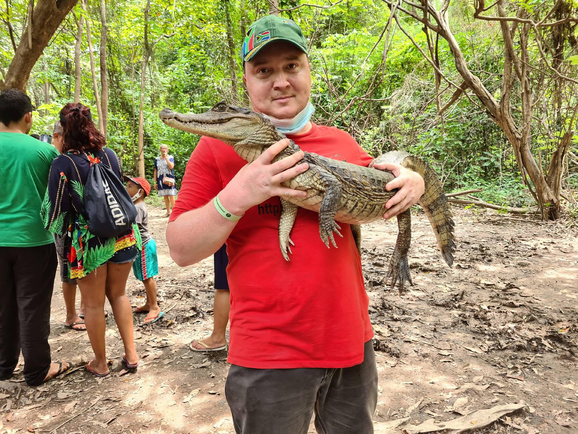 Вятский Лапоть с кайманом в Бразилии