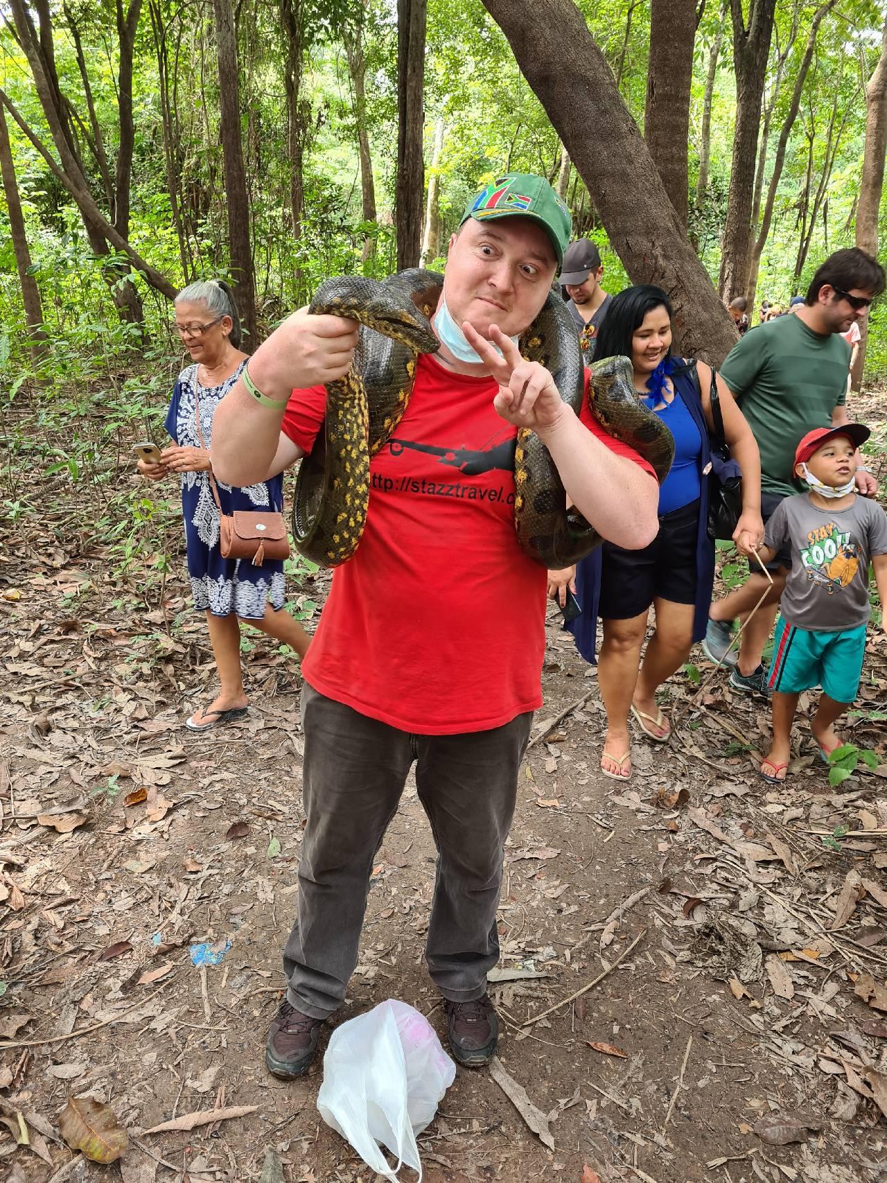 Вятский Лапоть с анакондой в Бразилии