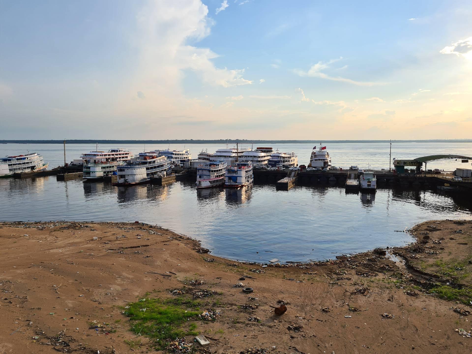 Порт на Амазонке в Манаусе