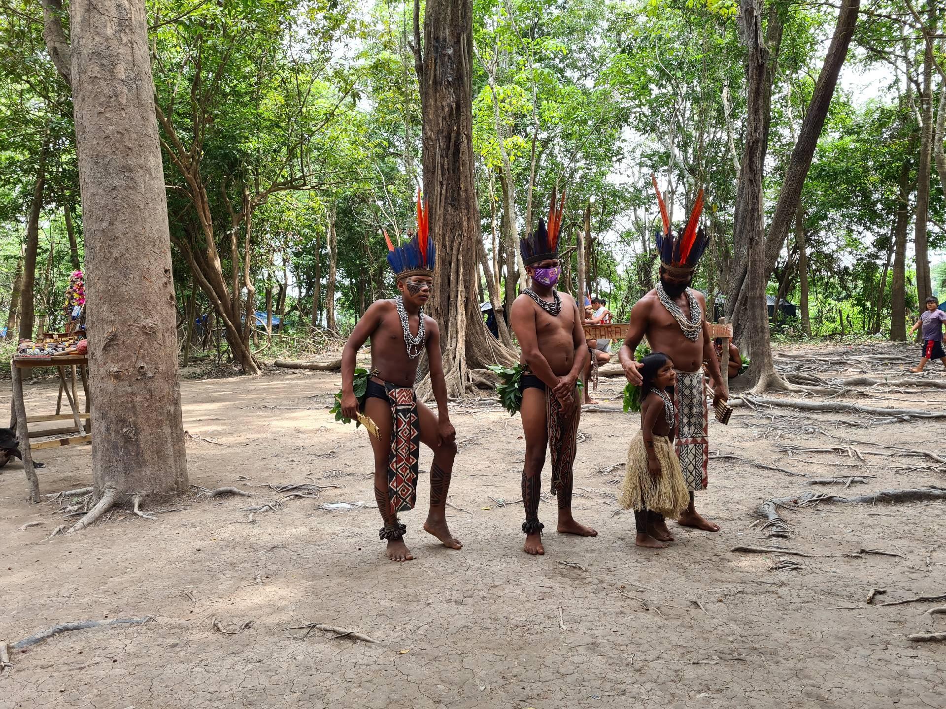 мужчины племени индейцев Южной Америки