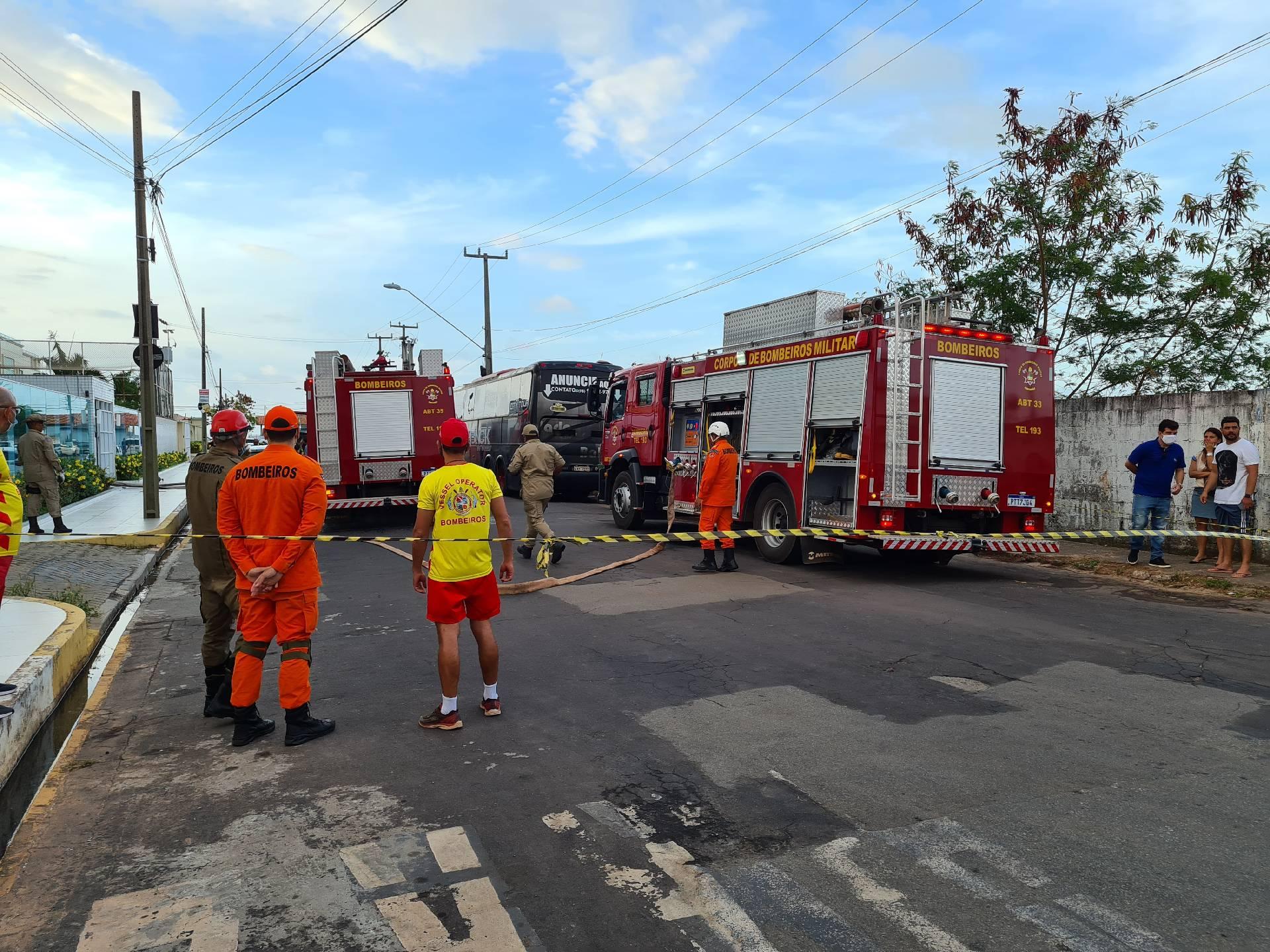 тушение пожара в Сан-Луисе, Бразилия