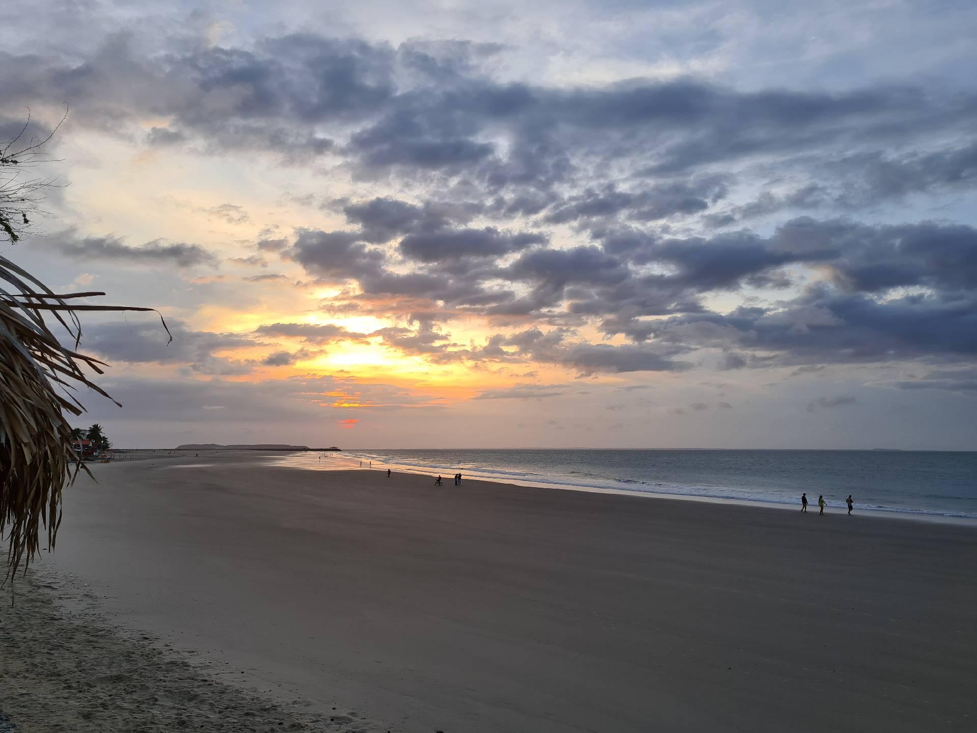 закат на пляже в Сан-Луисе