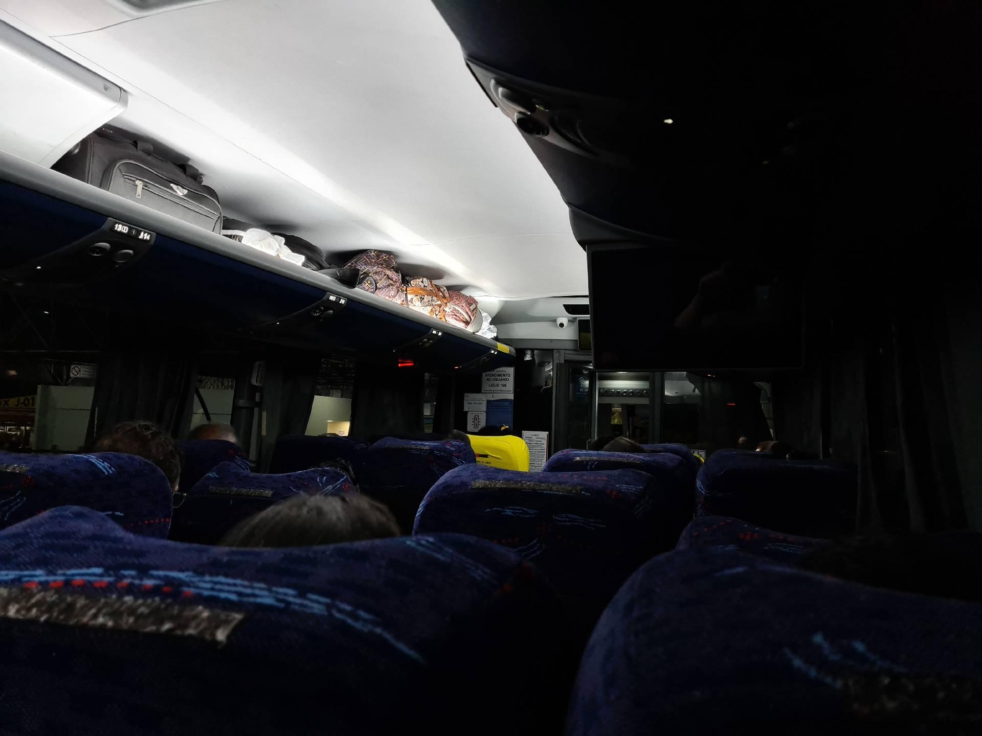 в салоне междугородного автобуса в Бразилии
