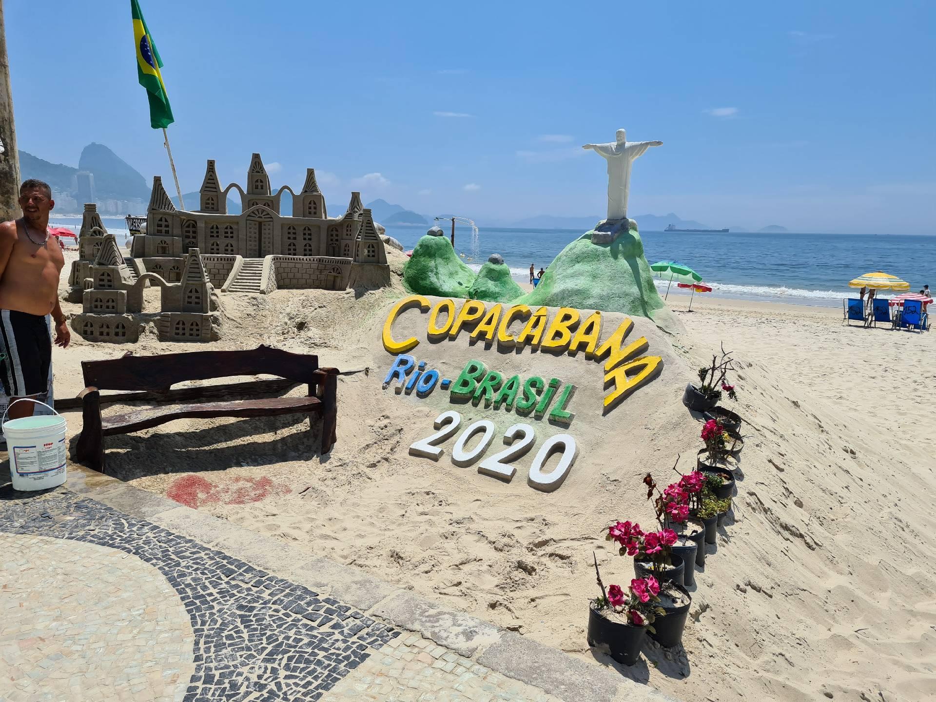 замки из песка на пляже Копакабана